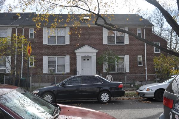 Lovely One Bedroom Apartment For Rent In Flushing Features Living Room, Dining Room, Eat In Kitchen and One Full Bathroom. Hardwood Flooring Through And Plenty Of Natural Sunlight. Includes Access To Backyard. Close To Transportation, A Must See!