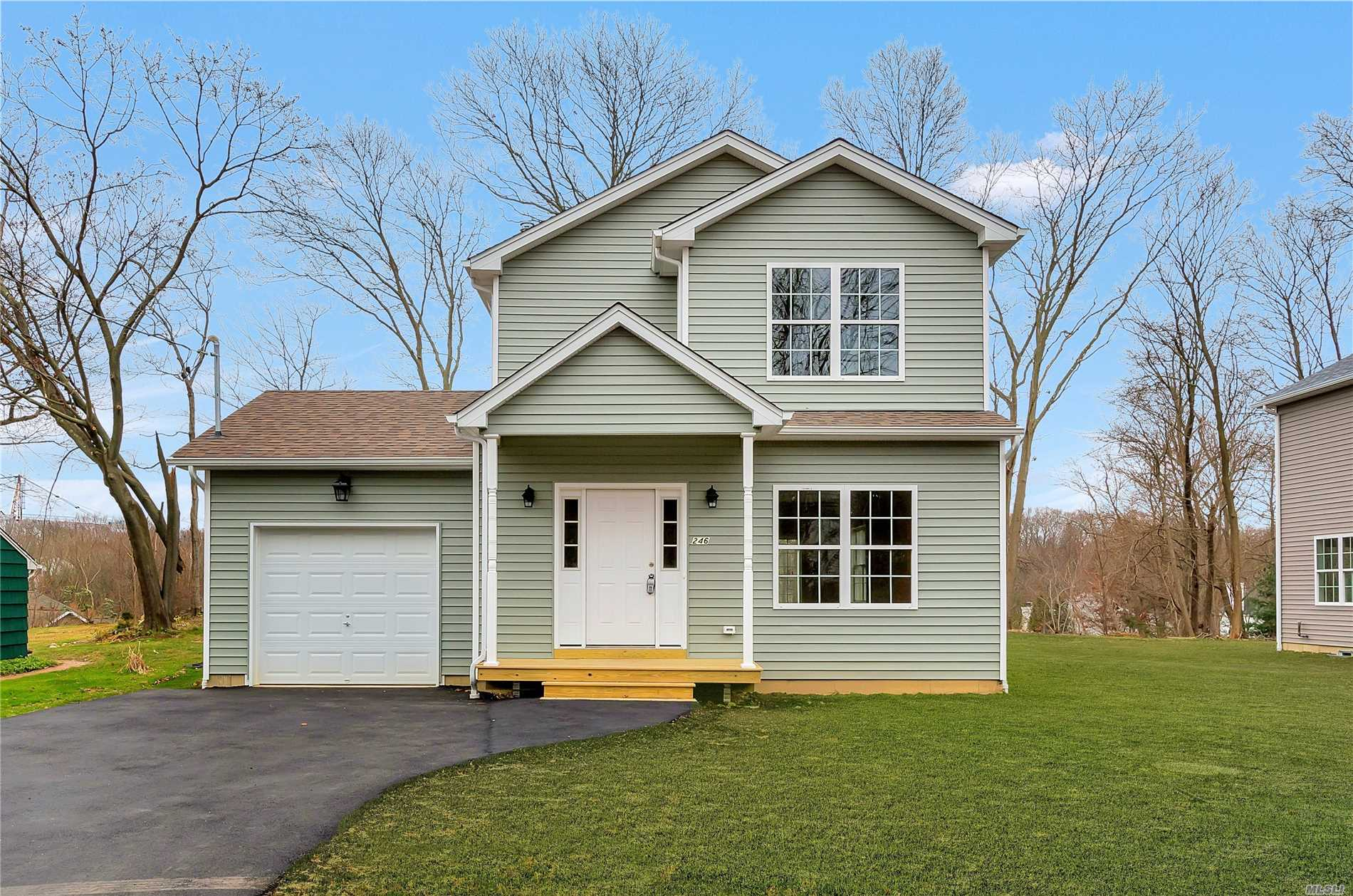 Fabulous New Construction!Get Ready To Be Wowed...9 Foot Ceilings And Oak Floors On 1st Floor. Large Eik With Quartz Counters. Full Basement With Ose. Cable Hook Up In Every Room, Raised Panel Doors. 200 Amp Service, Hers Certified. Vinyl Siding With Double Hung Windows.