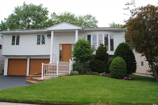 Comfortable & Affordable In Prestigious S. Merrick. Low Taxes, Sun-Drenched, Preferred Mid-Block Location. New Front Pavers, Sliders To Deck & Large Backyard. Renovated Kitchen, New Real Hard-Wood Flooring, King-Sized Master Bedroom, Mother-Daughter W/Permits. Near Julian Park. Not In A Flood Zone, Optional Insurance.