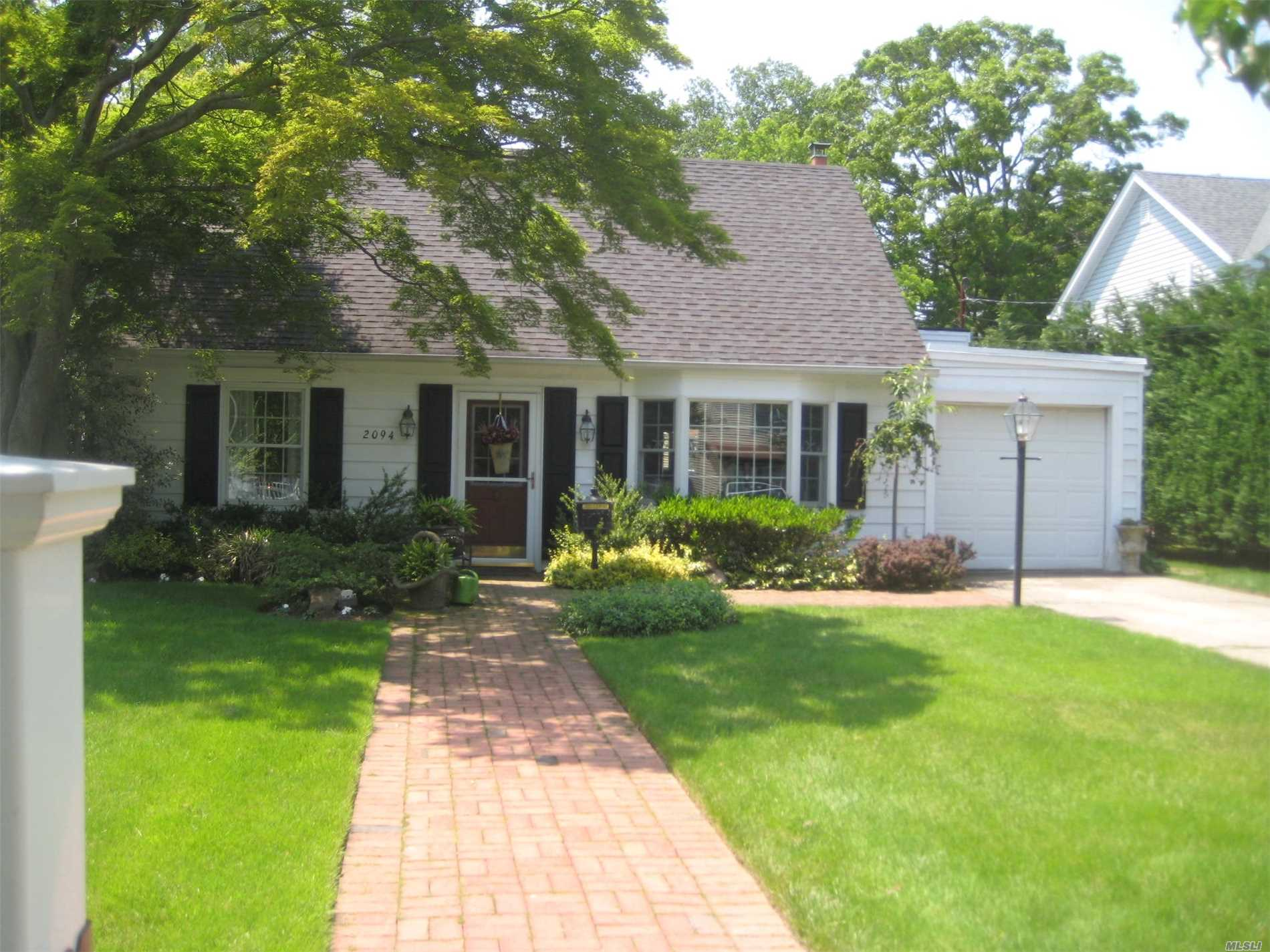 Beautiful Property On Cul De Sac On Oversized Lot. New Kitchens And Baths, Newburn & Tank, Huge Den With Working Fireplace, Shed Is A Gift, Closeto Rr & Shopping