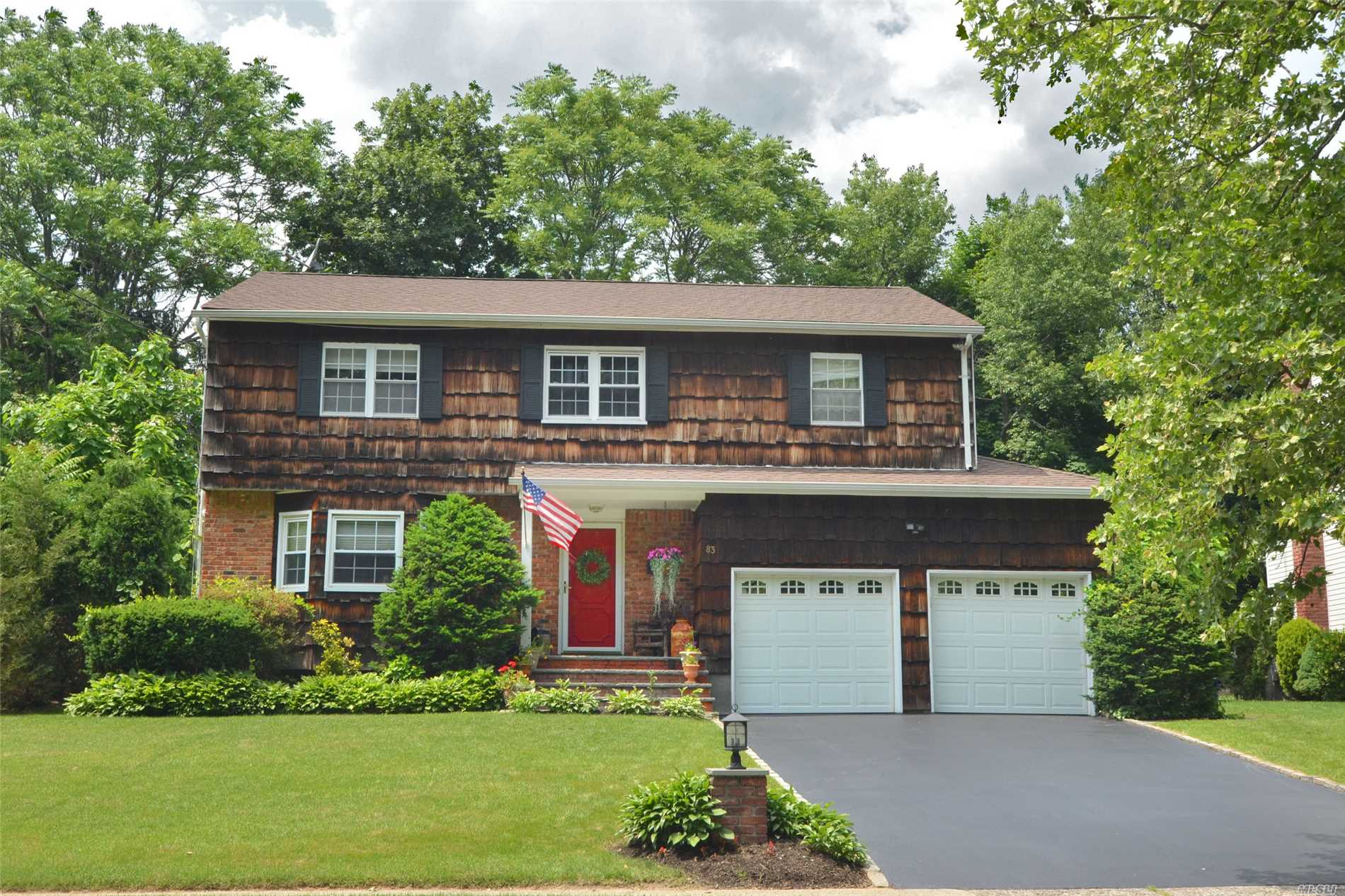 Mint Condition Colonial W/5 Bdrms, 3.5 Renovated Baths. Spectacular Mbr On First Floor W/Vaulted Ceiling, Skylights, Brick Fireplace, Huge Wi Closet, And Luxury Master Bath. First Class Eik W/Granite Counters Opens To Fam Rm W/Gas Fp. Formal Dr W/Sliders To Private Rear Yard W/Hot Tub, Brick Patio, And Garden Shed. Motivated Seller. Taxes Have Been Grieved. Close To Water And Close To Express Train On The Port Washington Line.