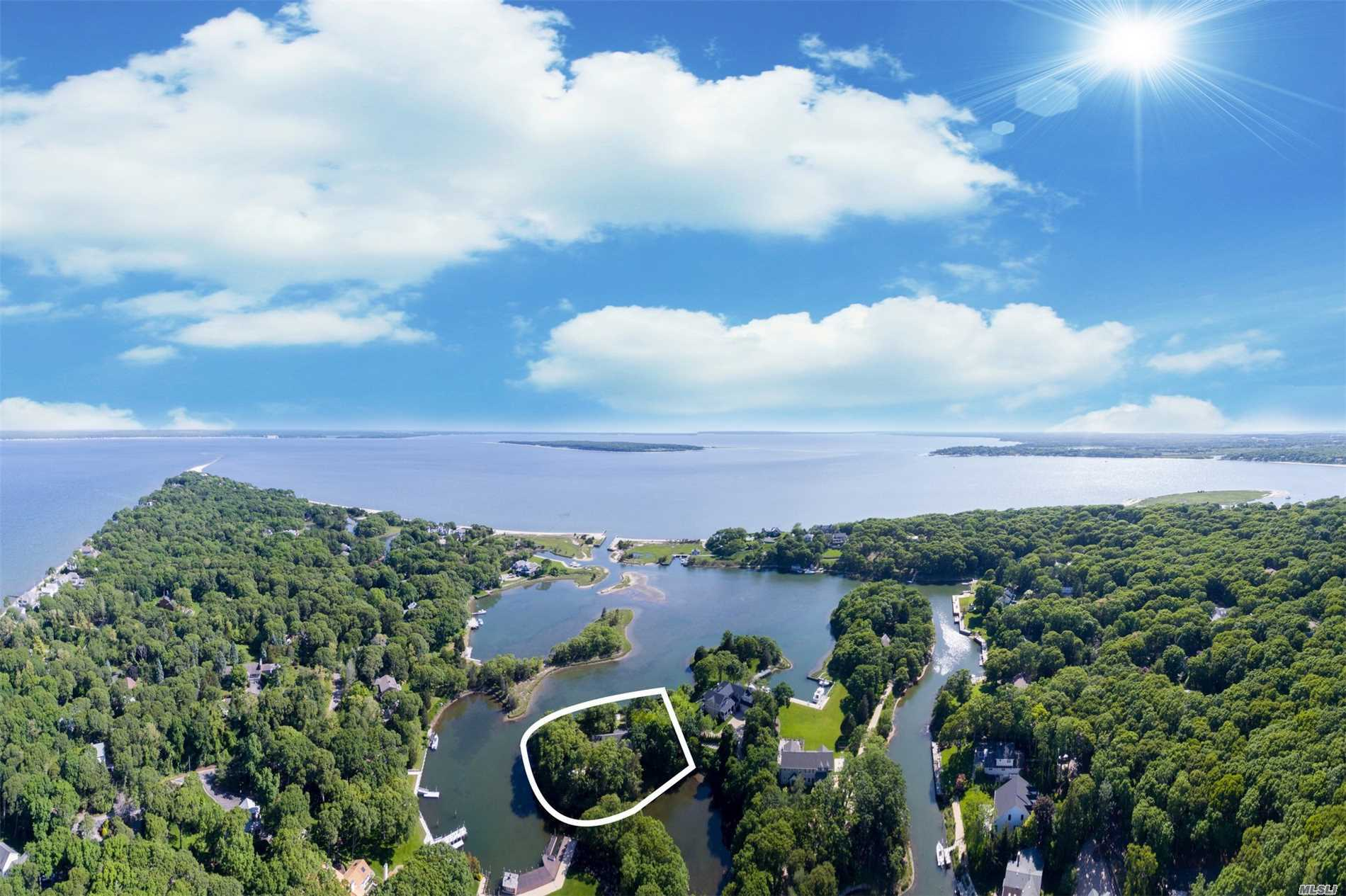 Private Peninsula On Nassau Point, 645Ft. Of Protected Waterfront On Wunneweta Pond With A Deeded Dock And Big Views Of Great Peconic Bay And Robins Island. Sprawling 3-Bed, 2.5-Bath Mid-Century Ranch. X-Large Living Room, Sun Room With Brick Floors, And Two Wbf. An Incredible Piece Of Property Ready For A Reno Or Rebuild, Surrounded By Multi Million Dollar Compounds.
