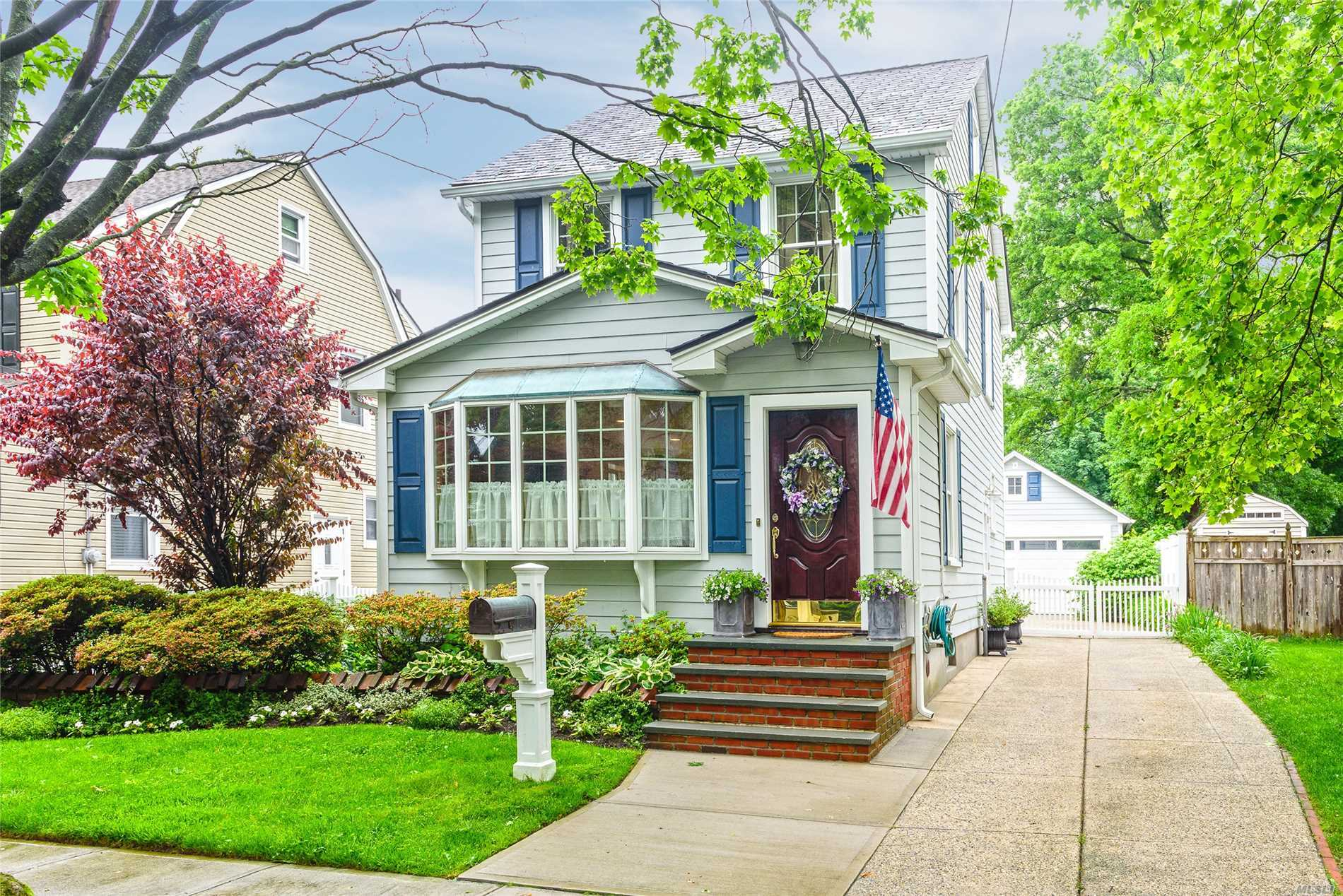 Sun Filled Updated Colonial On Tree Lined Street, In The Heart Of Williston Park. Close To Park, Pool, Lirr, Shopping And Restaurants. Exceptionally Large Property With Patio, Beautiful Landscaped And Plantings. New Cac Unit, Red Pine Wood Floors, New Windows, Hardie Plank Siding, Screened Sun Room, New Gutters, Mineola Schools.