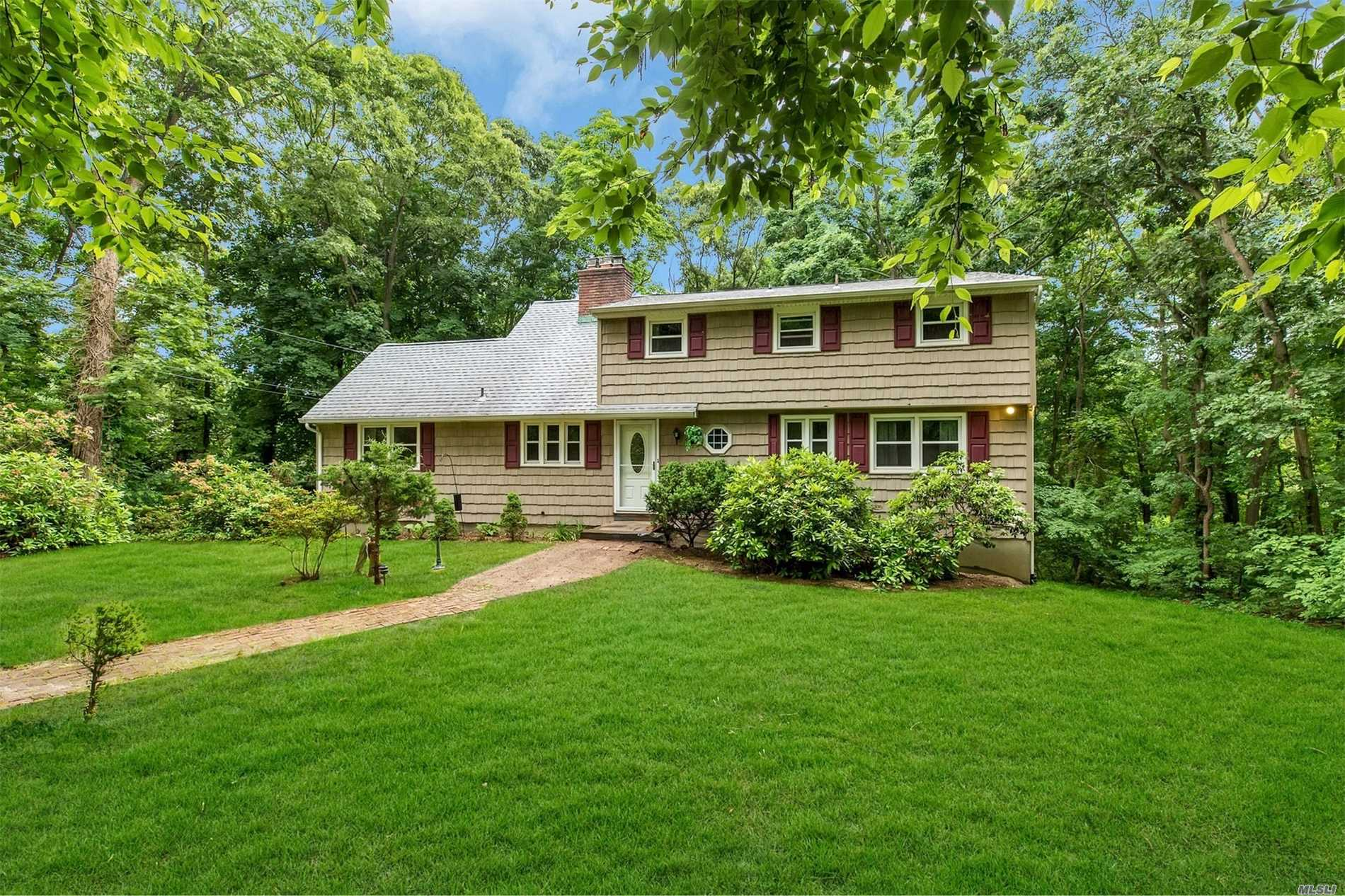 Wonderful Spacious Family Home In Private Cul De Sac With Very Low Taxes In School District #4. Home Has Very Large Principal Rooms, Huge Walkout Lower Level With Windows Overlooking Secluded Backyard. Opportunity Here To Make This Your Next Dream Home!!