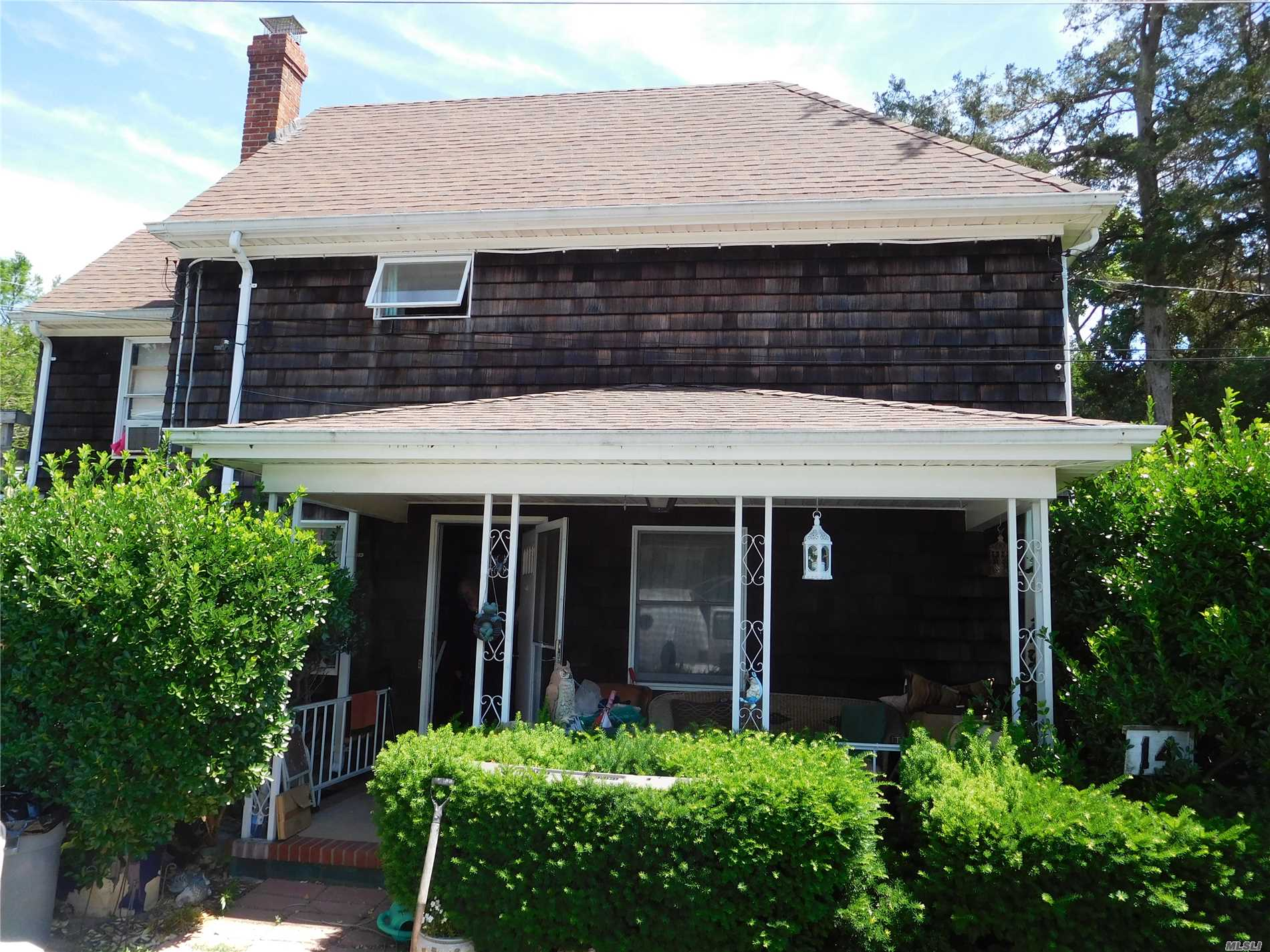 1922 Cedar Shake 2 Story. 2 Bedrooms, 1.5 Baths, Lr/Dining Area, Kitchen. Access To Deck On Second Floor. Legal 1 Bedroom Apartment Above 2 Car Garage. Close To All.