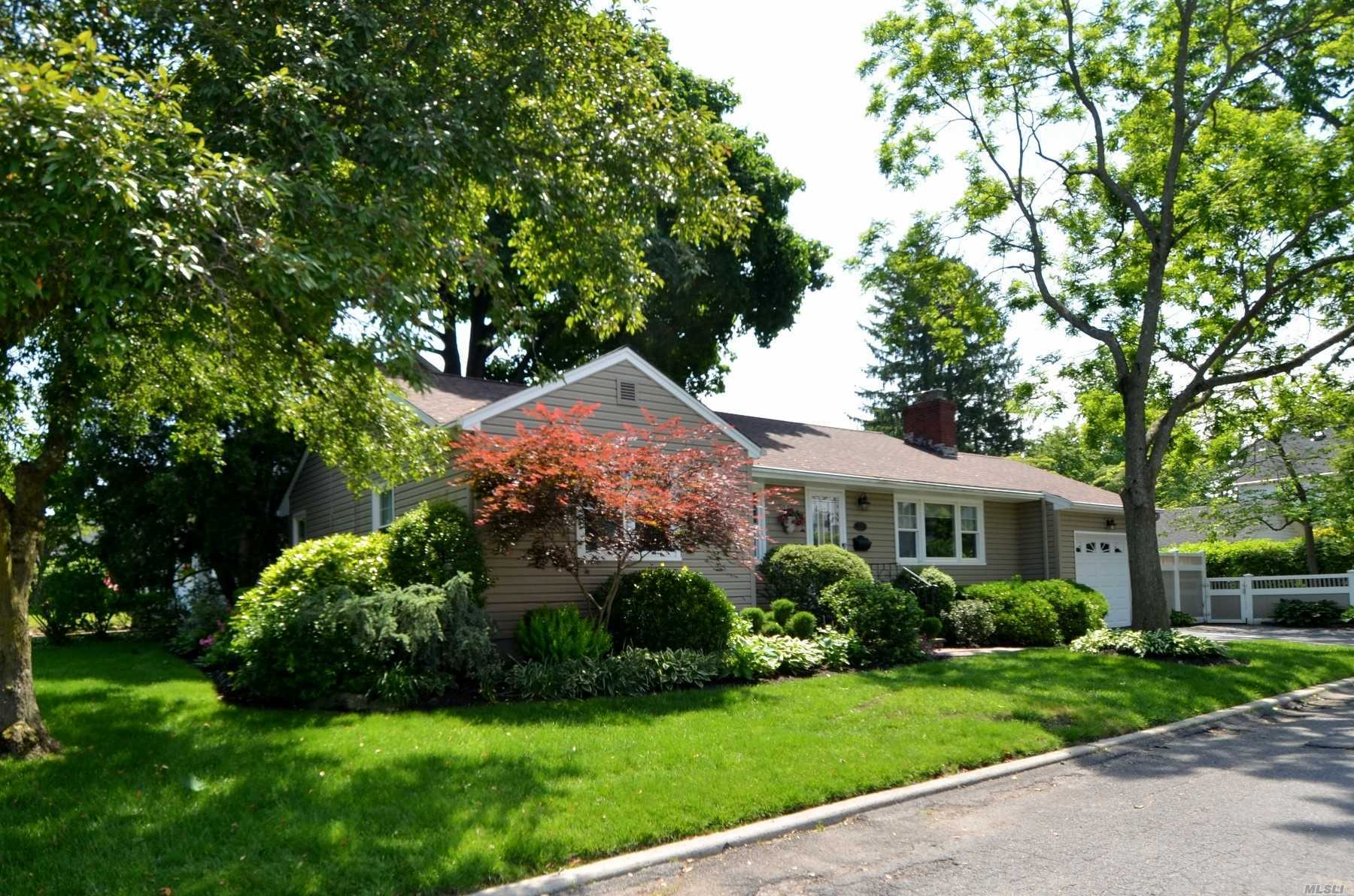 Meticulously Maintained Ranch! Ef, Lr W/Gas Fpl, Fdr, Eik, Master Bdrm, 2 Addl Bdrms, Full Bath. Hardwood Floors Throughout. Full Finished Basement W/Rec Rm, Laundry Rm, Office Rm, Full Bath & Mechanicals. Beautifully Landscaped Yard With Deck.