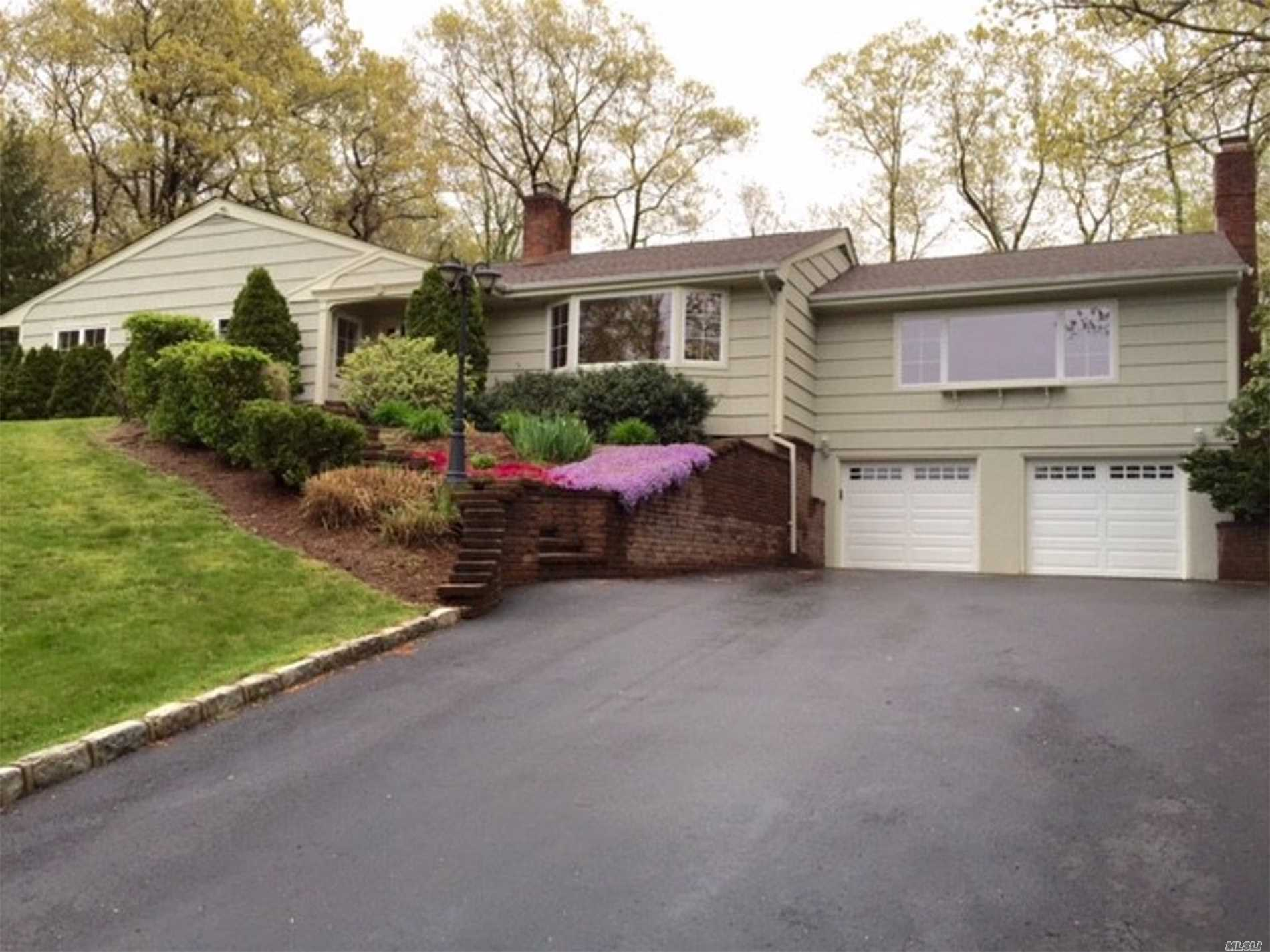 Sprawling Updated Ranch On 1.2 Acres W/Seasonal Water Views. Grand Sized Dining Room, Living Room W/Fireplace, Great Room W/Stone Fireplace And Vaulted Ceiling.Commanding Views Of Property And Li Sound. Callahan Beach Exclusive To Smithtown Residents About 2 Miles Away.Kings Park Sd#5