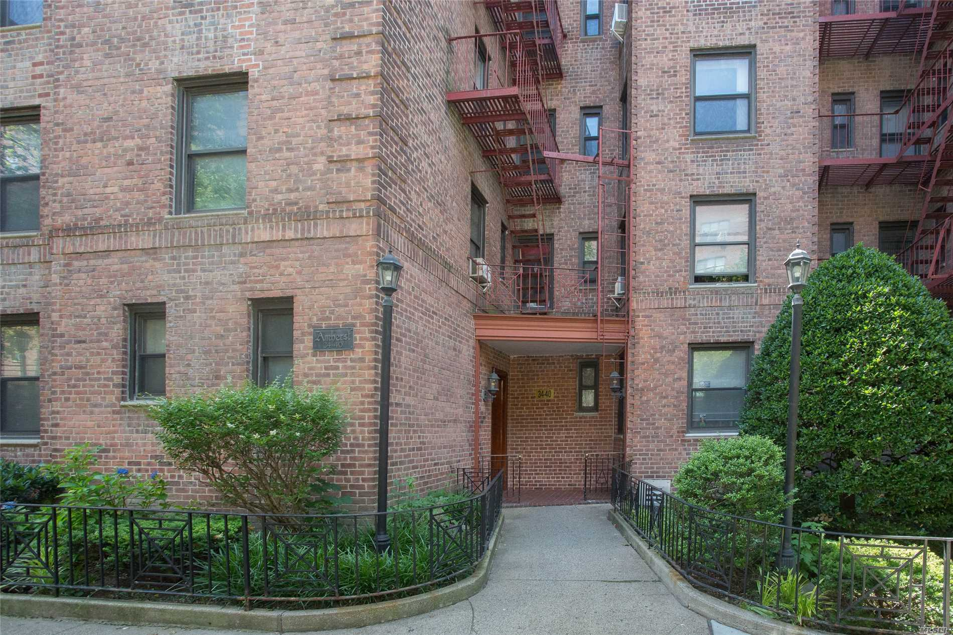 Beautiful 1 Bedroom Apartment In Jackson Heights. Close To Public Transportation And Shopping Area.