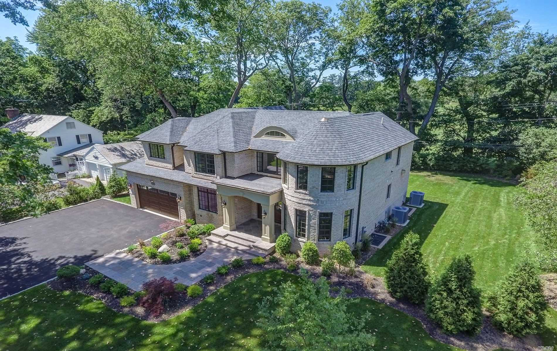 Motivated Seller!!!Luxury At An Even Greater Value! Enter Your New Abode, Sleek, Zen Like Arena, Ready To Sooth Your Soul. Sun-Drenched New Construction W/Walls Of Glass Overlooks The Golf Course!10' High Ceiling, Beautiful Architectural Details.Gleeming Wood Floors, Dual Fire Pl, Custom-State Of Art Gourmet Kitchen, Romantic Master Suite W/Spa Bath/Balcony &Golf Course Views.Professionally Landscaped Prop W/Mature Trees.Close To Town, Major Highways, Famed Shopping&Restaurants.Pt. Washington Sd!