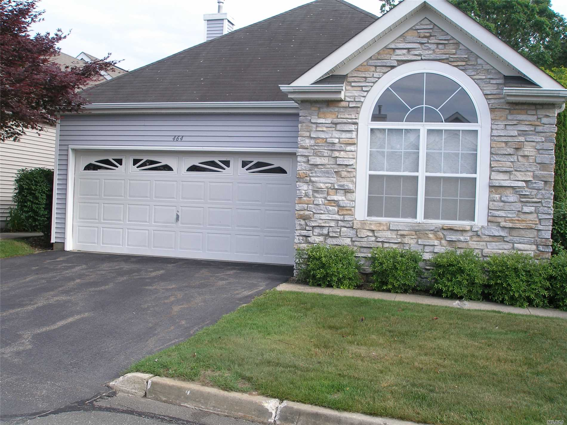 Expanded Maidstone .In 55+ Leisure Glen.This 2 Br, 2 Ba Beauty Is Situated On A Large Plot With Wrap Around Patio With Pavers. Wood Floors, Fireplace ..... Move Right In And Enjoy The Amenities Of This Beautiful Community: Ig Pool, Clubhouse With Auditorium, Exercise Rooms, Library, Ceramics, And More. Clubs Galore.