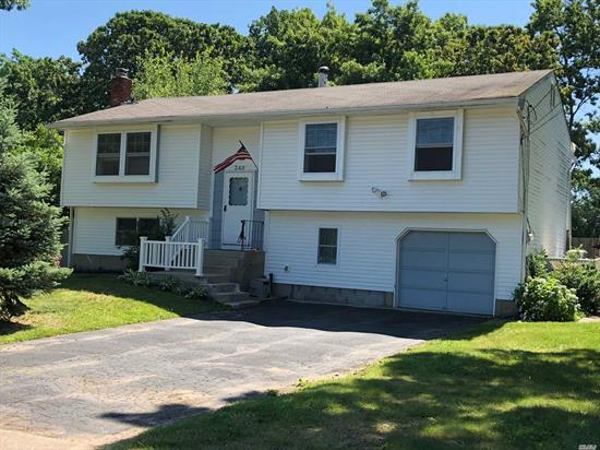 This Is A Move In Condition Home, Freshly Painted, 4 Bdrm, Ig Pool, New Windows, Igs, Cac & Heating 3 Years Old. Possible M/D!!