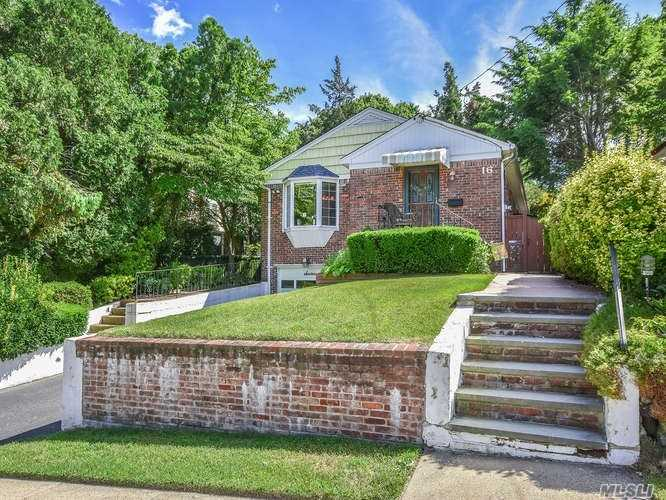 This Terrace Brick Ranch Features; Living Room, Dinning Room, 3 Bedrooms W/Hardwood Floors, Updated Kitchen, Bath And Skylights All On The 1st Floor. Full Finished Basement With Bath And Laundry Room. New Roof, Skylights And Covered Patio All On 40X100.