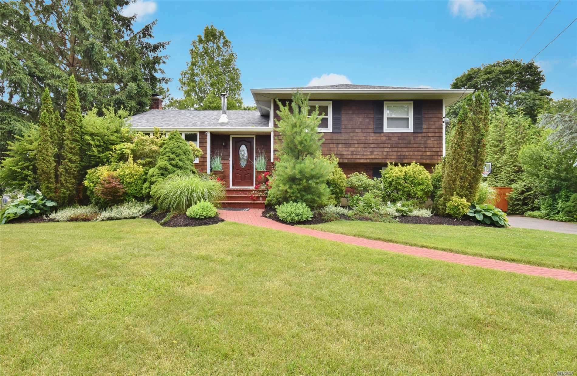 Sooooo Pretty! This Home Has It All. Beautifully Landscaped 1/2 Acre, Amazing In Ground Pool, Picture Perfect Inside And Out. Totally Updated, Great Open Floor Plan. Updates Include Doors & Windows, Gas Heating System, Cac, Electric 200 Amps. Nothing To Do But Unpack!