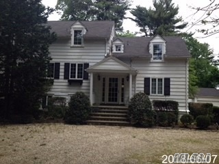 Large Farmhouse On Gorgeous 3+ Acres With Ig Pool Located In Syosset School District.