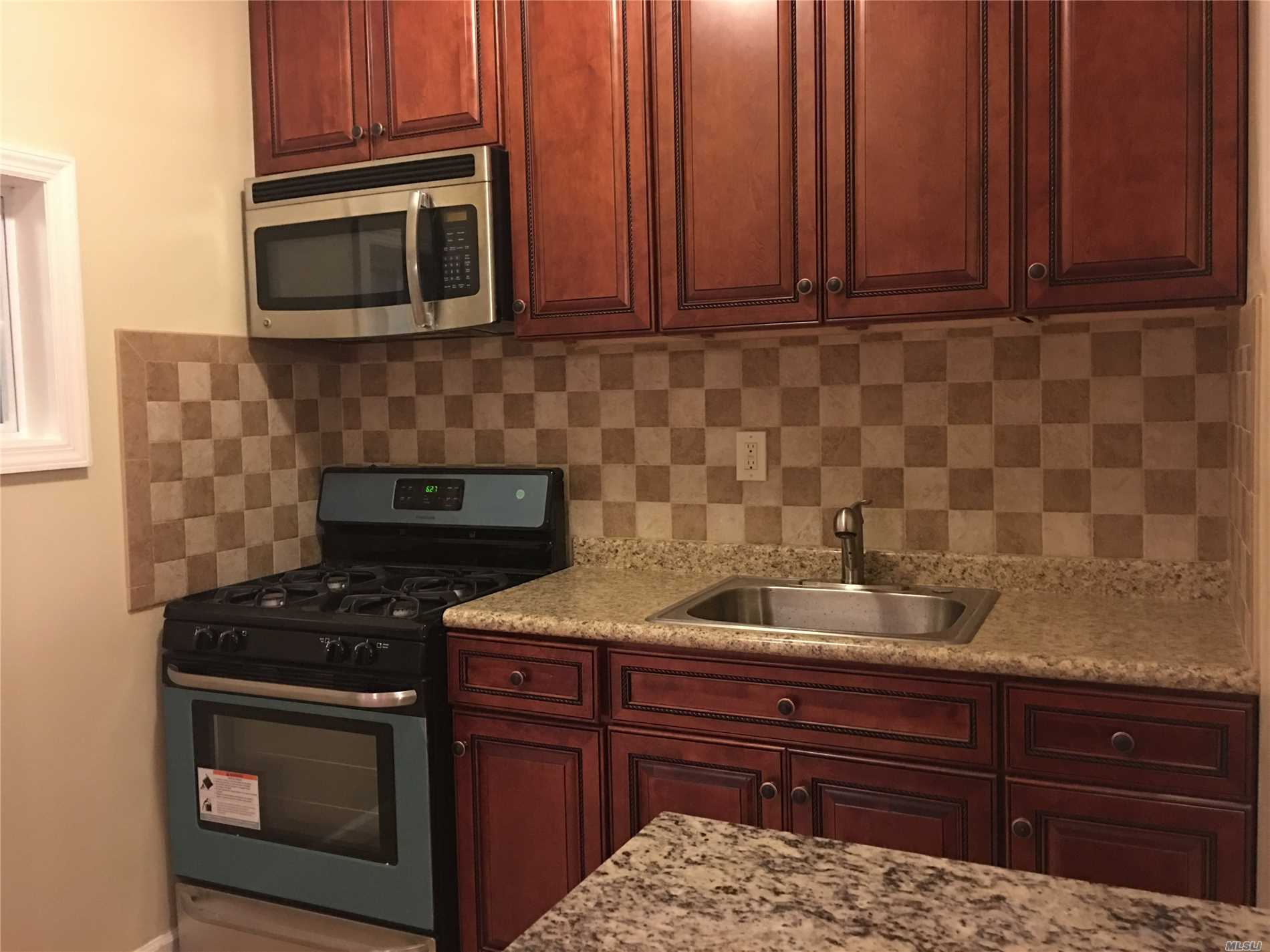 Spacious 3 Bedroom Apt In Middle Village.. Xl Master Bedroom With Separate Entrance, Kitchen With Ss Stove + Microwave, Granite Countertop, Large Living And Dining Area, Apt Extra Sunny With Windows All Around.. Won't Last! 1 Mile To M Train, Buses On Corner, Close To Shops, Supermarkets, Banks, Transportation And Schools!