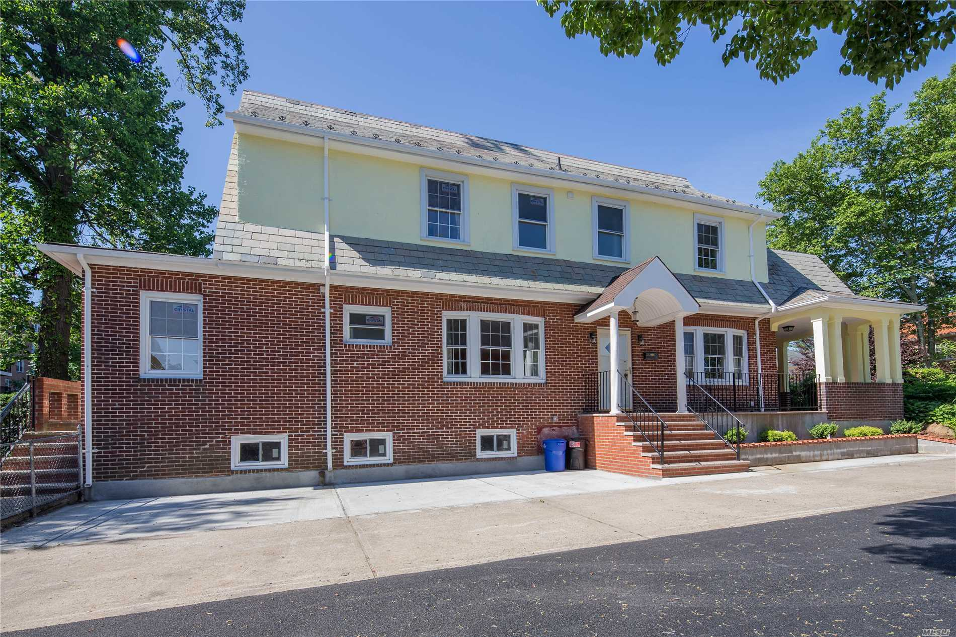Detached Beautiful Center Hall Colonial.Totally New Renovated, Brand New Floor & Kitchen, Update New Electric And All Windows. 5 Brs W/ Large Lr & Family Room, Real Wood Burnning Fp.Finished Basement W Laundry Room.