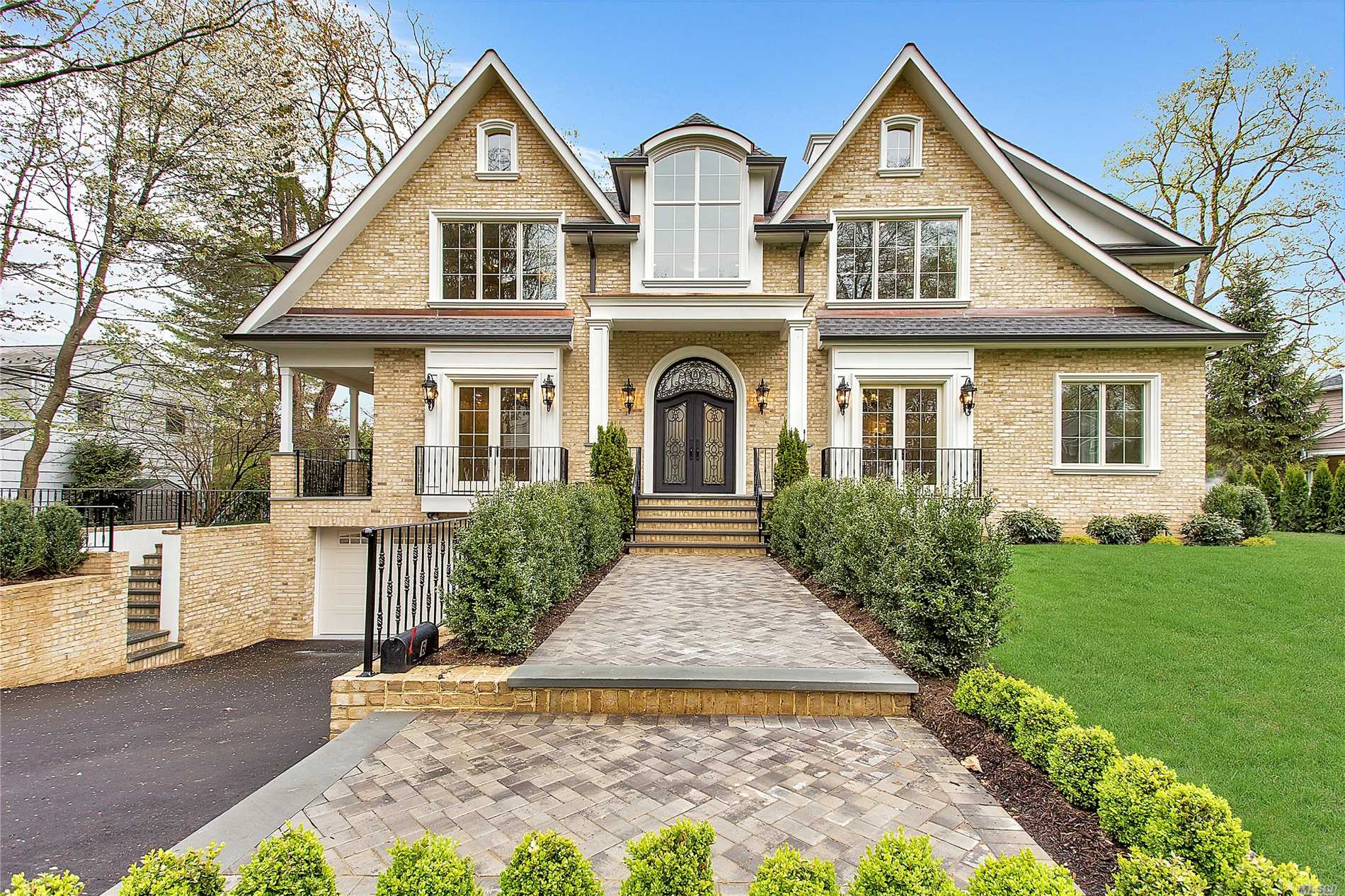Spectacular All Brick New Construction In The Heart Of The Prestigious Village Of Lake Success. The Home Boasts A Two Story Foyer, State Of The Art Eat-In-Kitchen, Movie Theater, Massive Walk-In-Closets In All Bedrooms, Gym, Bar And Much More. The Village Offers Private Police, Pool Club, Private Park, 18 Hole Golf Course, Etc.