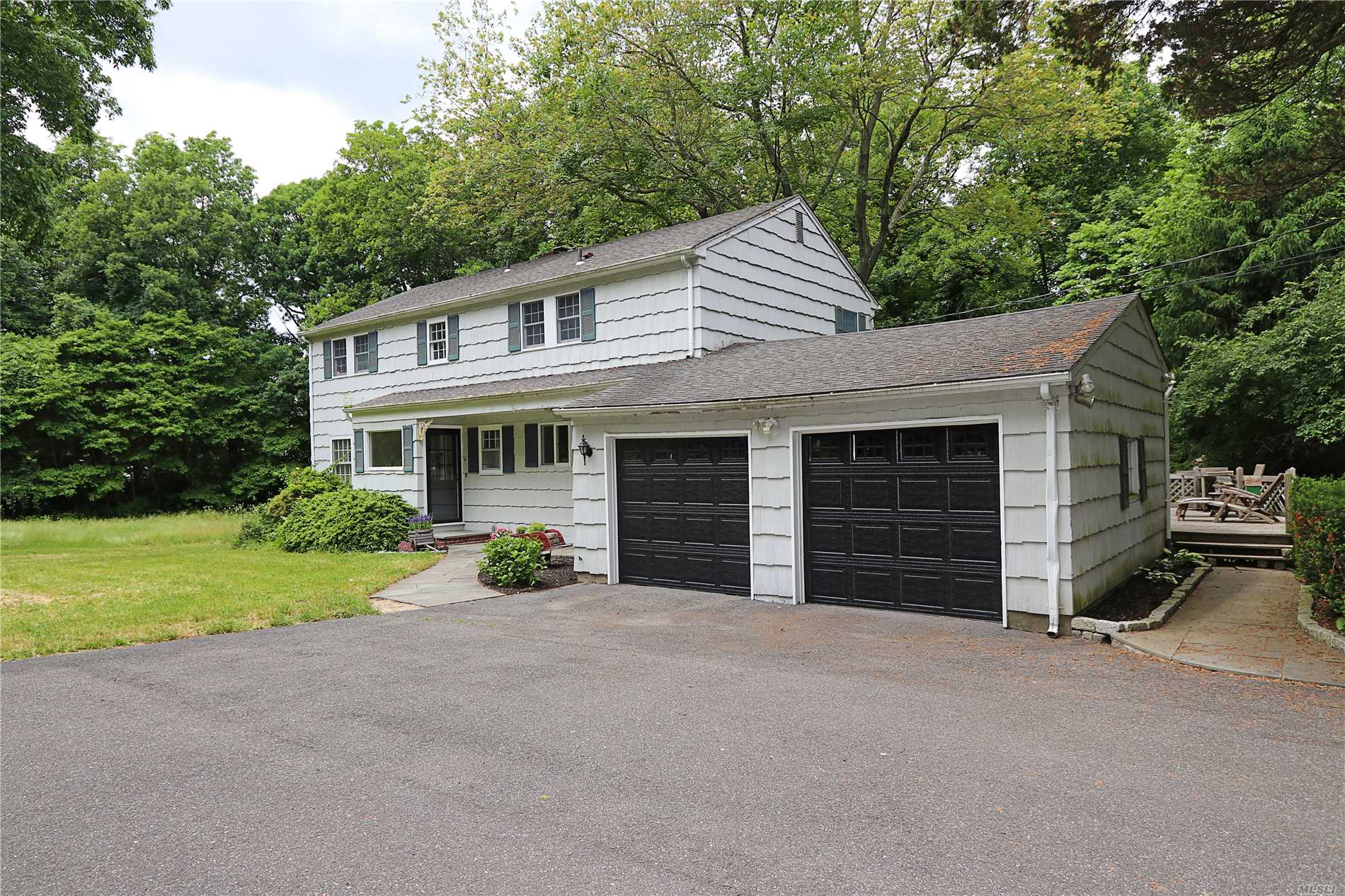 Picture Perfect, Beautifully Decorated Lloyd Harbor Colonial. Fabulous Floor Plan For Entertaining. Tons Of Natural Light. Brand New Hall Bathroom. Inviting Family Rm With Fireplace. 2.46 Park Like Usable Acres. Convenient To Town And Beach. Beach Rights To Lloyd Harbor Village Beach.