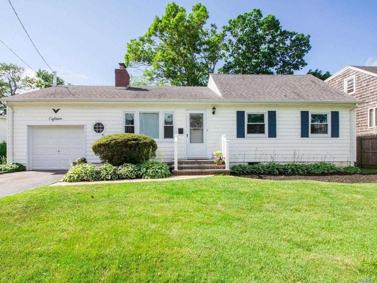 Frederick Shores Neighborhood S Of Montauk,  Move Right In. Private, Oversized Backyard, New Gleaming Hwf, 5 Year Windows And Siding, 10 Year 1 Layer Roof, Room For Mom. Beach Club Membership, Dock Nearby. No Flood Ins Required. Perfect For Extended Family