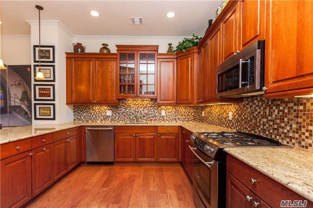 Handsome Hamlet Villa W/ Private Elevator In Prime Location Close To Clubhouse. Formal Dining Room, Extravagant Chandeliers, Spacious Living Room With Fireplace, Balcony, Gourmet Eat-In Kitchen. Magnificent Master Bedroom Suite W/ Sitting Area, Balcony And Huge Walk-In Closet With Built-Ins. Private Garage, Central Vac And Other Exquisite Features.