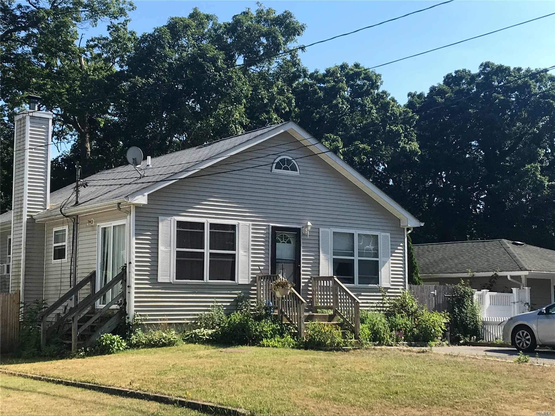 Charming Ranch W/Vaulted Ceilings, 3 Bedrooms, Wood Flrs, Full Finished Basement & More!! Must See