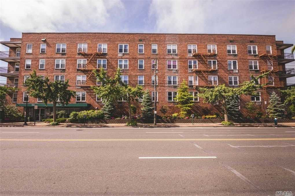 Beautiful And Spacious Top Floor,  Eff Kitchen, Dinette, Living Room, Large Bedroom, Updated Full Bathroom,  Washer/Dryer Room On 1st Floor, Backyard Area, No Flip Tax, Fee's Apply- Comes With 1 Parking Spot For $75 Per Month.