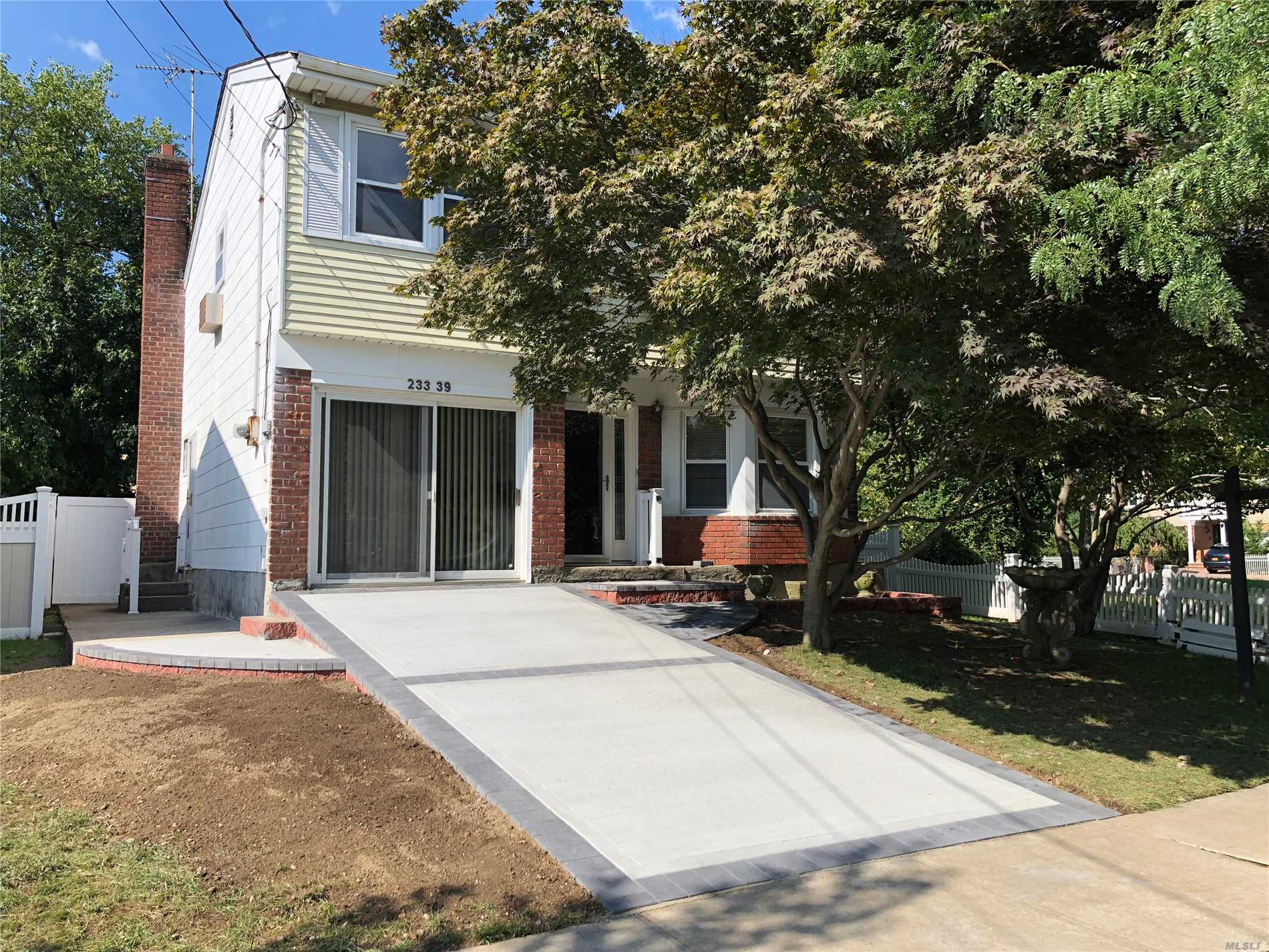 One Family Home With Split Level Layout In Beautiful And Quite Douglaston Neighborhood. Sd#26. Spacious Bright Rooms, Large Eat-In-Kitchen. Master Bedroom With Full Bath, Walk-In Closet. Lots Of Closets In The House. Private Backyard, New Beautiful Driveway For 2 Cars. Move In Condition! Conveniently Located Close To Local Shops, Restaurants, Few Blocks To Lirr. A Must See!