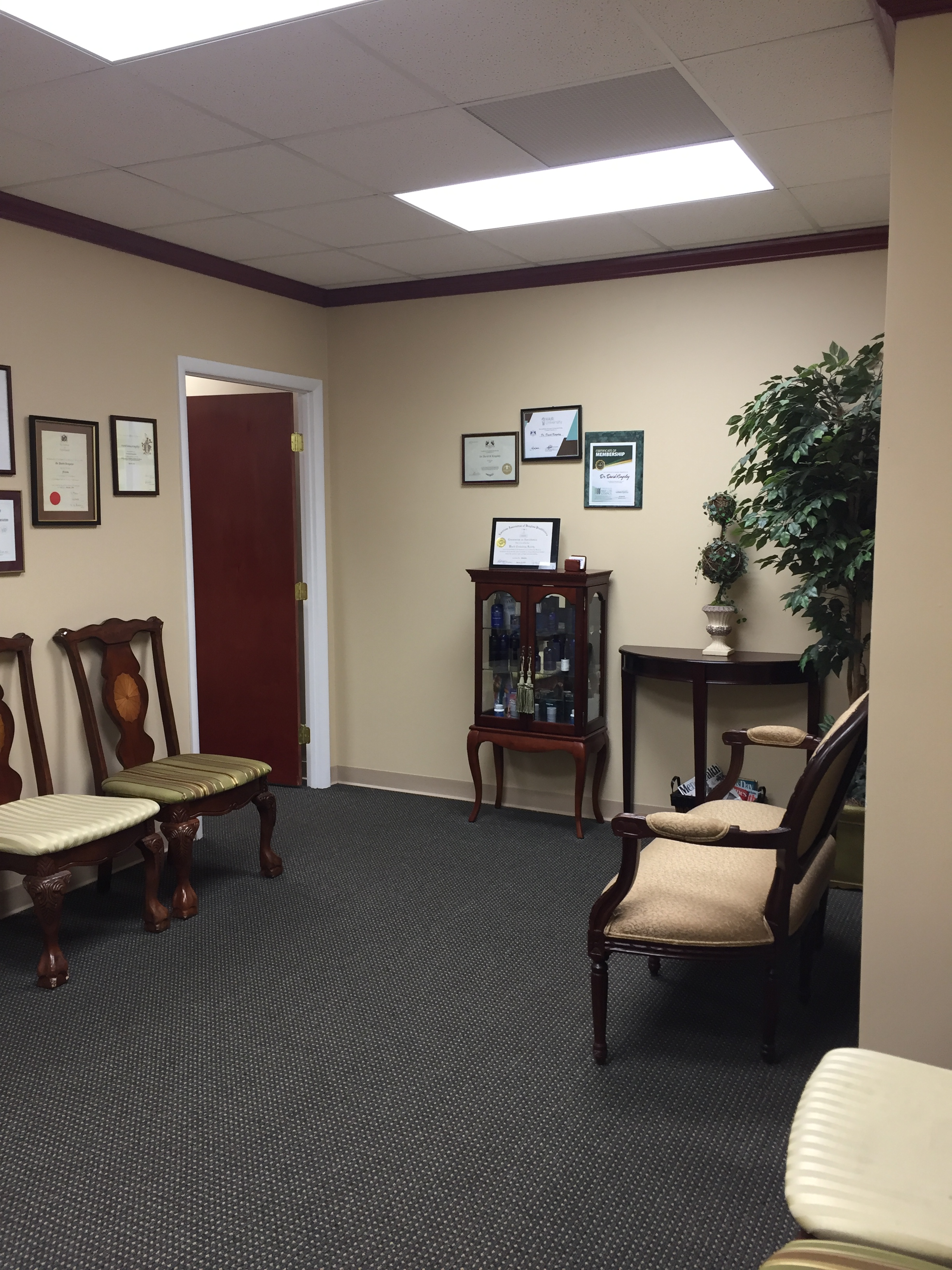 8 TOTAL ROOMS. WAITING/RECEPTION AREA, RECEPTION OFFICE. 4 TREATMENT ROOMS, STAFF ROOM, OFFICE, CHANGING ROOM, 1/2 BATH. CAN SHARE SPACE OR TIME. GOOD FOR MEDICAL OR OTHER PROFESSIONAL USE. GREAT CENTRAL LOCATION, EASY ACCESS TO BUSES & SI EXPRESSWAY..  TYPE OF LEASE: SUBLET EXISTING 10 YEAR LEASE W/9 YEAR REMAINING W/NO INCREASES.