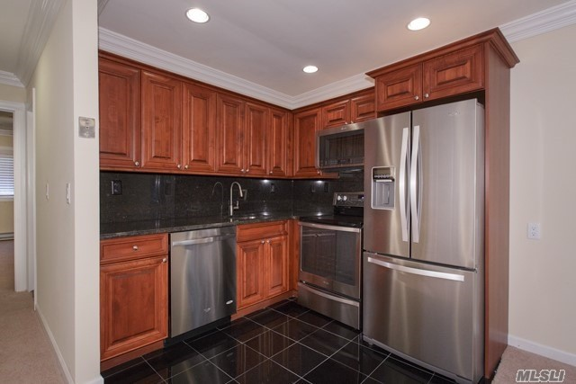 Private Entry. Alcove Studio. New Reno. Tuscany Kit Cabinets. Granite Floor/Countertop! Whirlpool Stainless Appl, Bosch W/D. Granite/Marble Bath. Hi-Hats.Carpet.2-Tone Paint.Soundboard.Crown/Base.Ceiling Fans.Ac.Pets Ok.Bay Shore Sd. Nr Train. Heart Of Brightwaters Village/Lakes/Windsor. Near Touro.