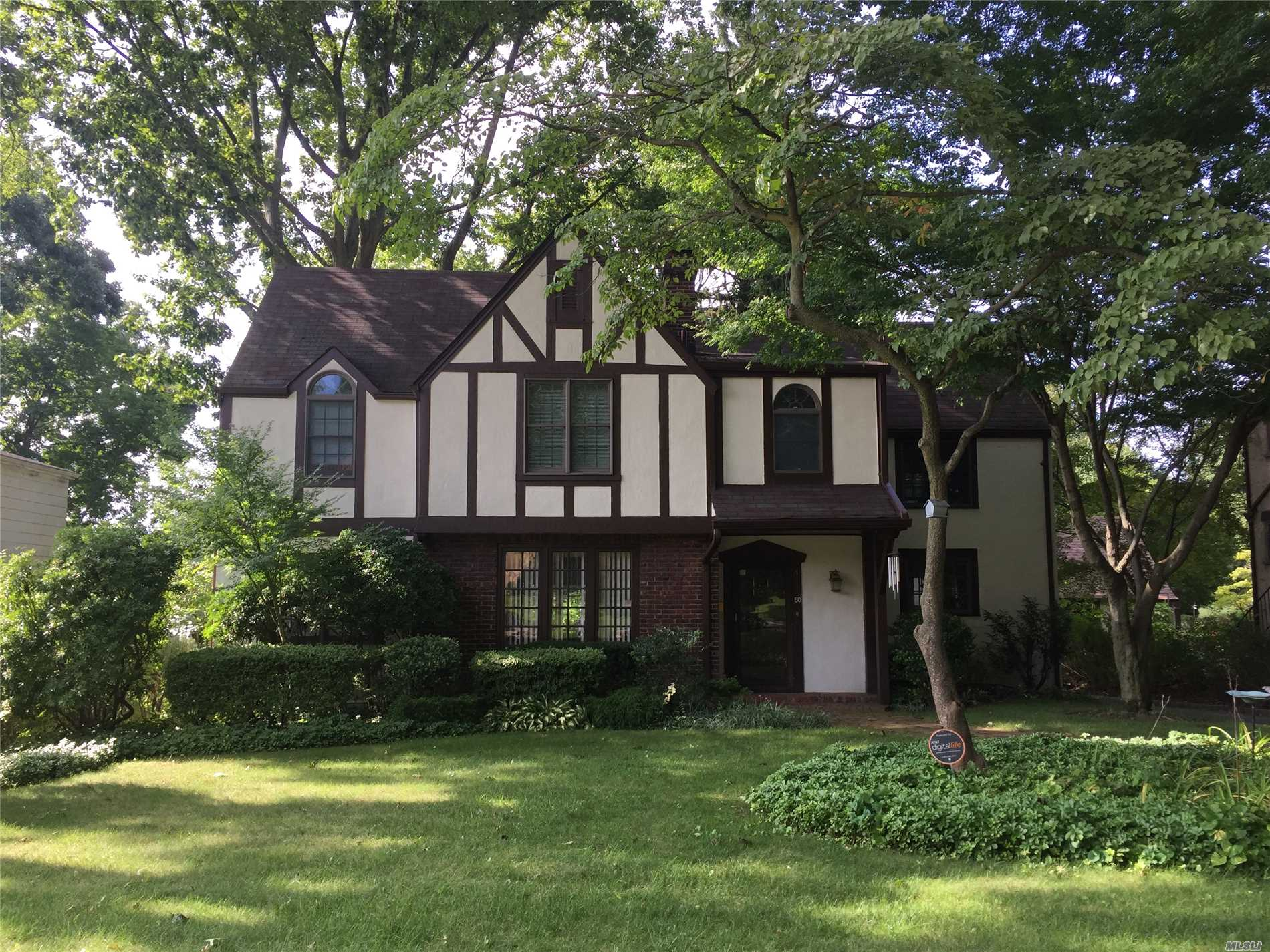 Owner Offering $10, 000 Credit At Closing To Help Offset Property Taxes. Taxes Currently Based On $1.560 Assessed Value.On Title, New Owner Can Grieve Based On Selling Price & Receive Reduction In 2020 Tax Bills. Lr W/Fp, Sun Rm/Office, Fdr W/Custom Millwork, Newer Chef's Ktn W/Island & Half Bth. Lrg Great Rm W/Fp To Deck/Yard. Master Ensuite +3 Generous Brs, Bth. All Hw Fls, Fin Bsmt, 5Z Heating, Cac, 6Z Spklers, 2C Gar. Neartown, Train & School. Beach, Mooring & Tennis W/Assoc Membership &Dues.