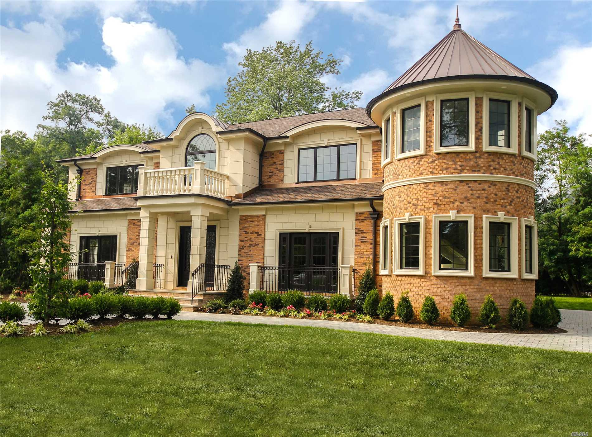 Over 5200 Sf Of Luxury Living Space In The Prestigious Country Club Section Of Roslyn - E. Williston Sd. 2-Story Grand Entry Leads You Into This Spectacular New Construction With 11 Foot Ceilings Radiant Heated Floors, Lvrm, Dining Rm, Chef's Kitchen, Den, All Ensuite Bdrms, , Smart Home Technology, Generator/ Tesla Electric Car-Ready, 2-Car Garage, Gas Heating,  Large Master Suite With 400 Sf Balcony, Wheatley Schools And Many More Amenities--Too Many To List.