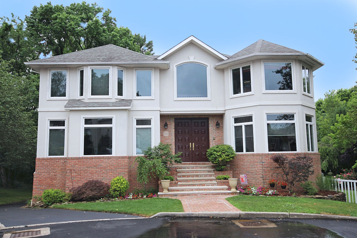 Custom built 2 fam, home on huge lot on private cul-de-sac which backs up to blue belt for total privacy! This brick & stucco charmer is 7,000 sq. ft. w fin basemt, inground pool, 2 story fam rm, mbr suite plus 3 bedrooms, 4 baths, 3 c/a condensers, 2 heating units, 9 zone baseboard hot water/radiant heat, hardwood, ceramic & granite, country club yard w inground pool. BASEMENT: Legal one bedroom apt w c/a and separate heat, 2 car garage, owner's den 13x30, 3/4 bath, walk out to country club yard w inground pool. LEVEL 1:2 story entry foyer & fam room, 1/2 bath formal dining room, formal living room/piano room, kitchen & dinette. LEVEL 2: MASTER BEDROOM SUITE W 4 piece bath & jacuzzi, bedroom, bedroom, bedroom, full bath.