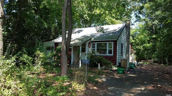 Wonderful location, horse property with direct access to Blydenburg Park. Quiet dead end street.