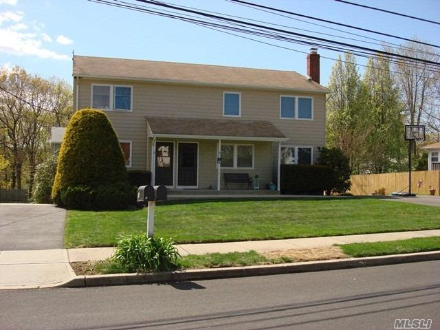 Main Floor Of Legal 2 Family .Huge Eik, Livingroom, King, Queen, And Full Bedrooms Full Bath Basement With Separate Oil Burner/Electrical Service .Separate Storage Room And Washer And Dryer. Private Driveway