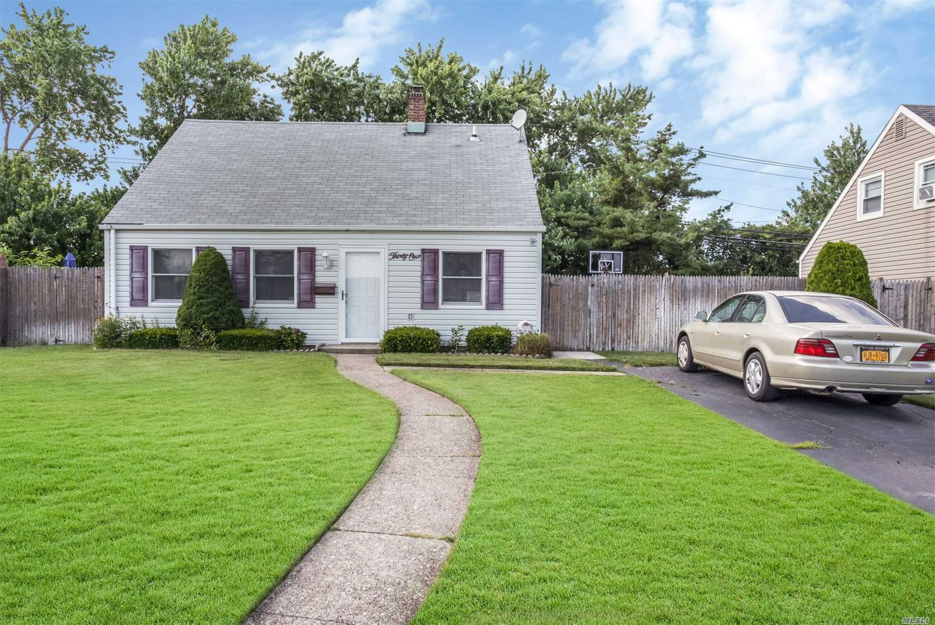 Charming Cape 3-4 Bedrooms With Updated Bath And Kitchen. Great For First Time Home Buyer With Low Taxes. Abbey, Salk Macarthur Schools