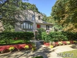 Beautiful Main House Rental With Cac, 6 Skylights, Large Living, Formal Dining Room With Sliding Doors Onto A Huge Deck, Office/Study, Eat In Kitchen With New Appliances, 3 Bedrooms, Plus Master Bedroom W/ Full Bath And Deck, Laundry, Yard, Off Street Parking For 4 Cars. Close To Manorhaven Beach And Pool Club, Park.