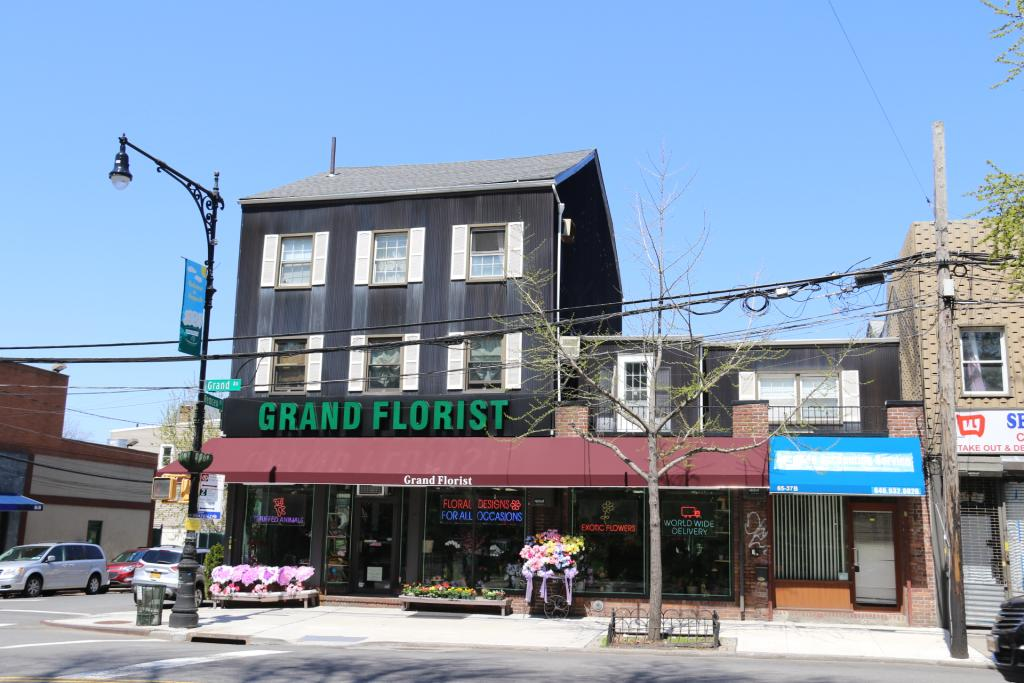 Great Commercial Property Available In Maspeth For Rent. Features 500 Interior Sq. Ft. Great Opportunity For A Flower Shop Or To Start Up A Business ! Great Location With Heavy Foot Traffic. Close To Transportation. A Must See!