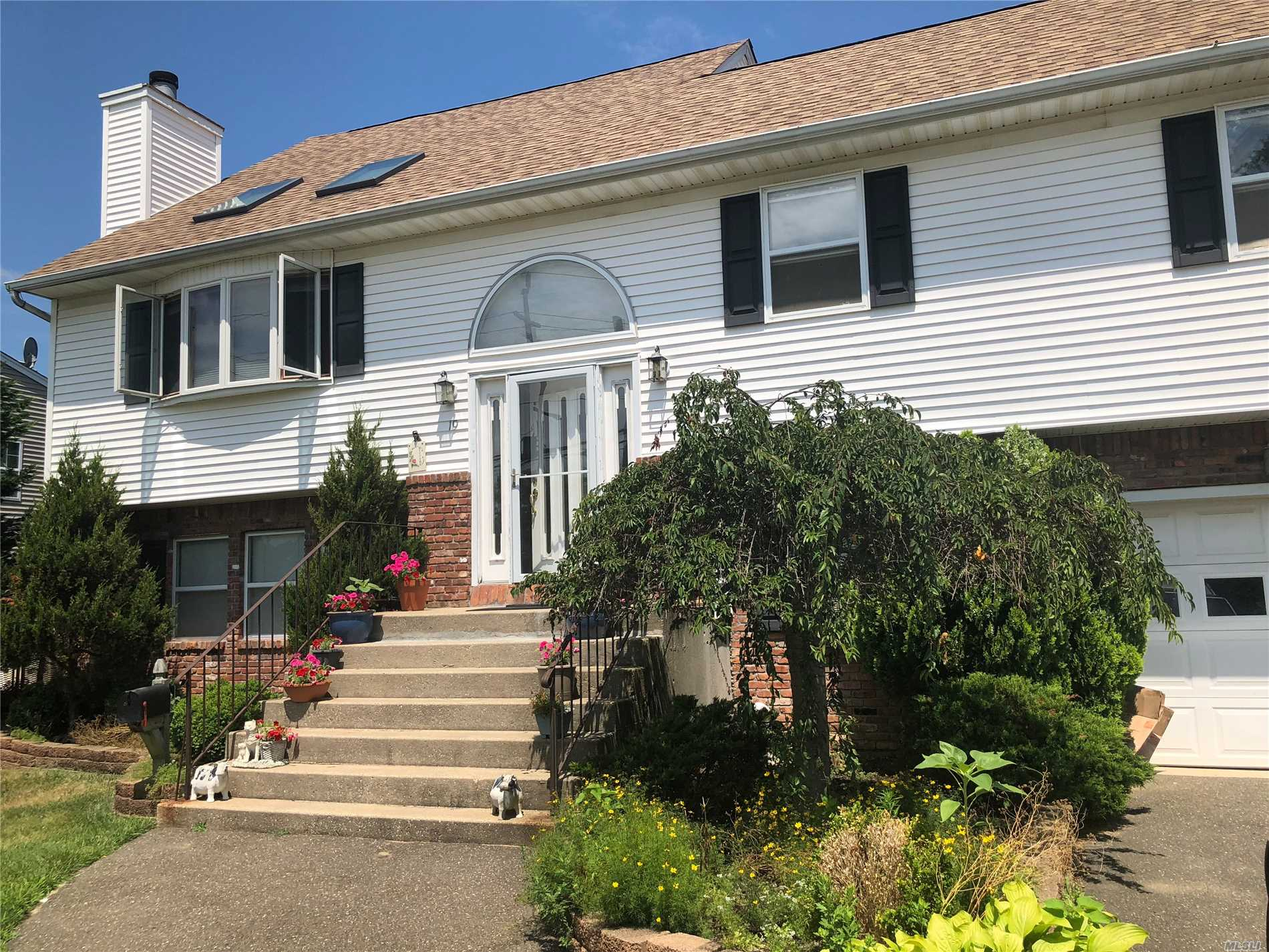 Mint !!! Hi Ranch , Possible Mother/Daughter With Proper Permit, Full Finished Lower Level 2Brm W/Fbth & Ose, Upper Level Lv, Fdr, Eik, 3Brm, Fbth, Master Has Fbth, Huge Family Room, Hardwood Floors, Cathedral Ceilings, 4 Skylights, Fireplace , Cac, Wood Deck Off The Kit. Ing Sprinks, Central Vacuum, Huge Backyard For Entertaining, Turn Key , Ready To Move In !!!