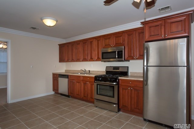 For Those 55 Years Of Age And Older. Brand New Luxury 1 Bedrooms With Private Entry, Modern Kitchen Appliances Including Dishwasher. On-Site Laundry Facility. Clubhouse With Card Tables, Tv And Lounge Area With Party Kitchen. Pet Friendly! Convenient To The Major Highways As Well As The Lirr.
