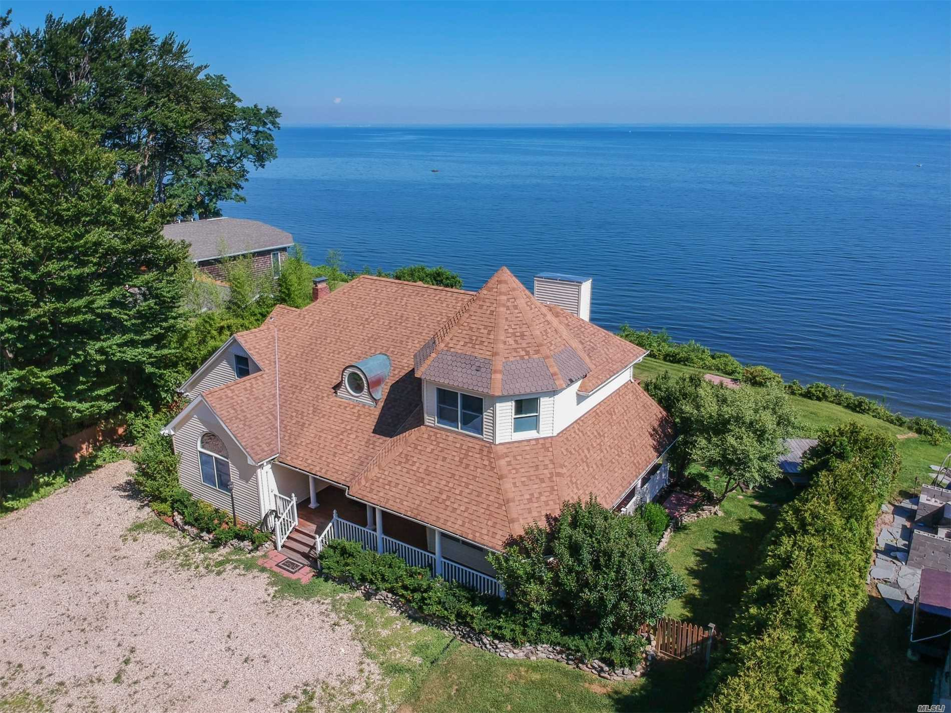 Expansive Sound Views Full Waterfront 4 Bedrooms, 3 Full Baths, Living Rm & Water Views, Formal Dining Rm W/Fireplace, Kitchen With Water Views, Breakfast Rm With Front Water Views, & Master En Suite W/ Full Water Views. Special Home On A Secluded Double Lot. Pack Your Bags And Move Right In To This Freshly Painted Home.