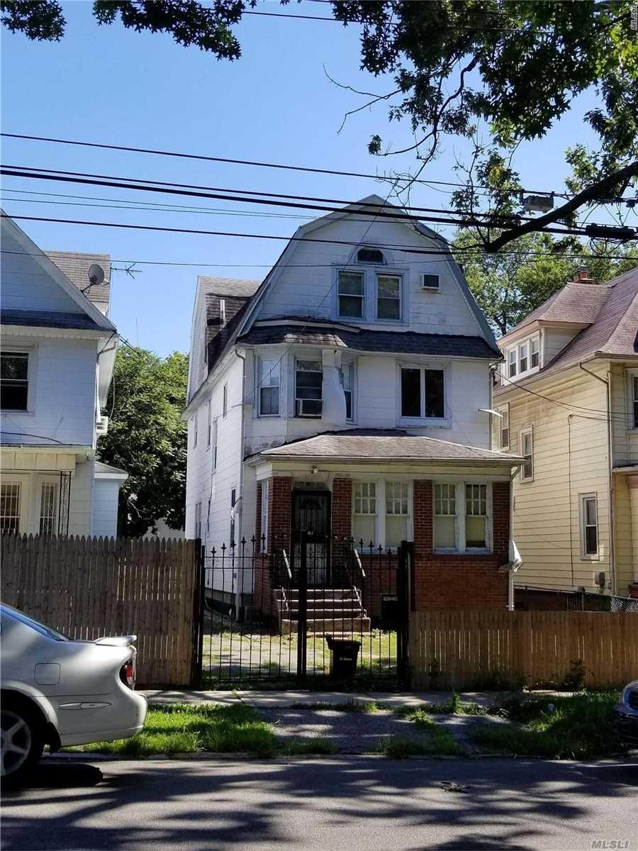 Detached 1 Family Colonial In Prime Flushing 30 X 150 Lot, 7 Brs, 2 Full Bths, Gas Heat,