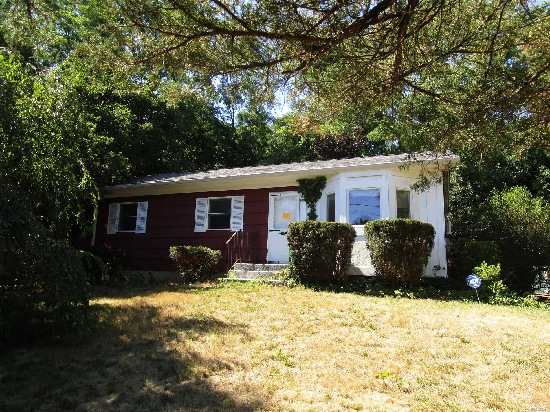 Perfect Starter Ranch In This Quaint And Peaceful Neighborhood Features, New Washer/Dryer, 3Bdrs, 1Fbath, Full Basement W/Ose Entrance And Rear Deck.