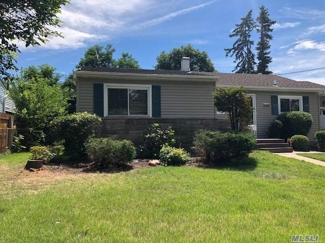 Updated 2/3 Bedroom Rental In Plainview Schools. 2 Brand New Baths, Yard Access And Updated Kitchen. Master With Full Bath. Close To All Major Highways.