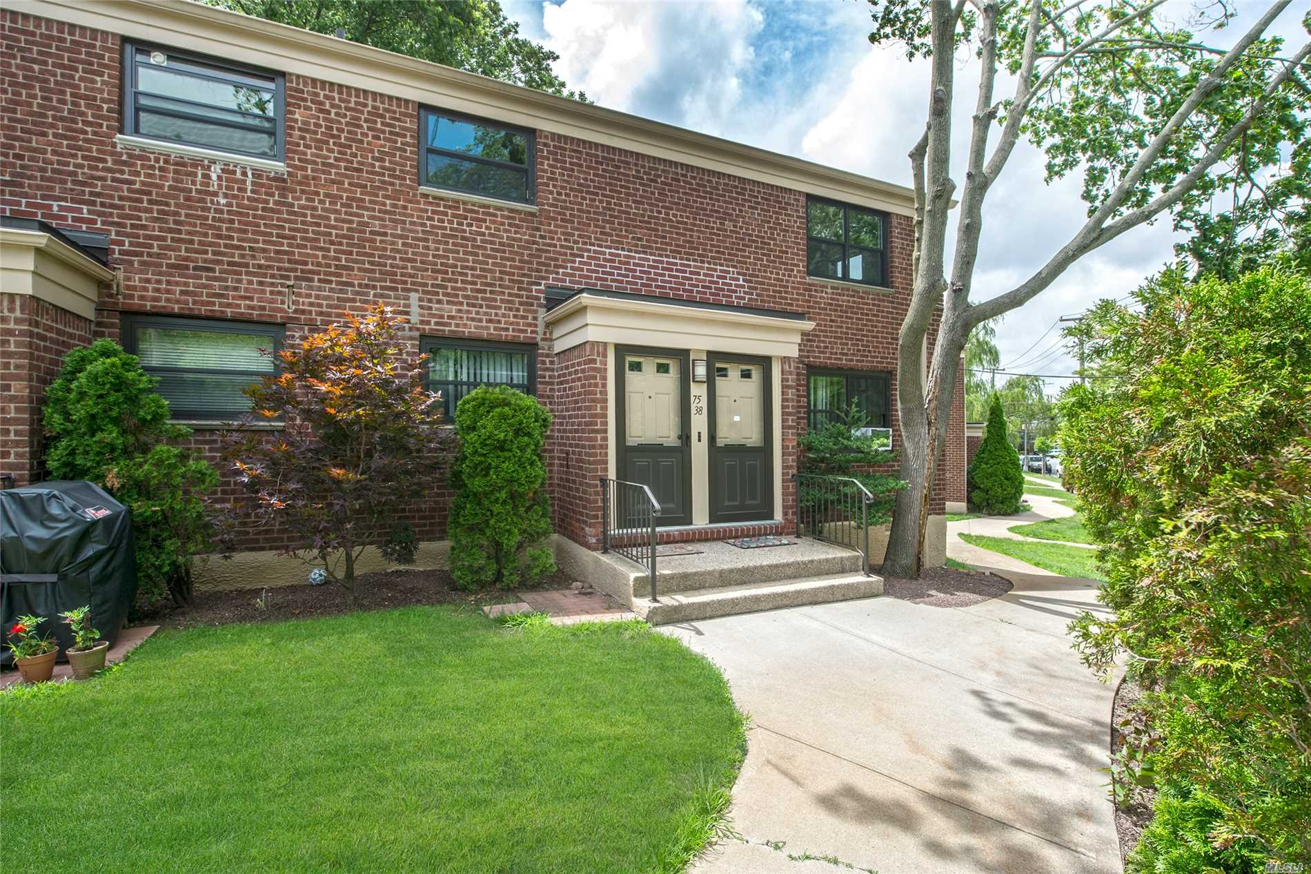 Fully Renovated Corner Unit, Must See For Fussy Buyers! Park Views! Custom Renovated Beauty, Private Entrance, Stunning Apartment, Close To Shops, Transportation, Schools, Extra Windows