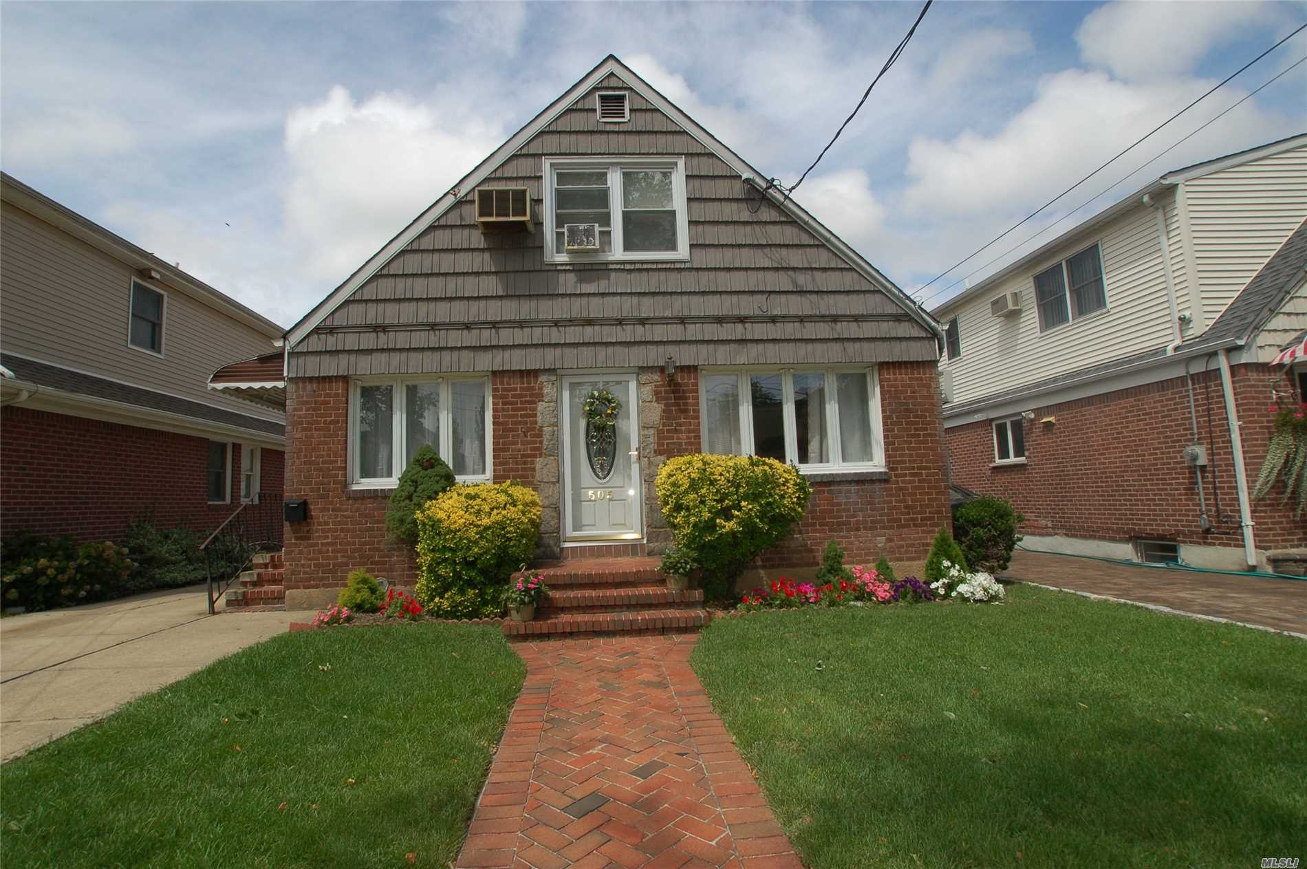 Great Village Cape On Quiet Dead End Street Boasts Open Layout, Updated Stainless Steel Appliances, New Roof (6 Years), 200 Amp Electric, Updated Baths. Walk To L I R R And Shopping. Note: Can Join Floral Park Pool.