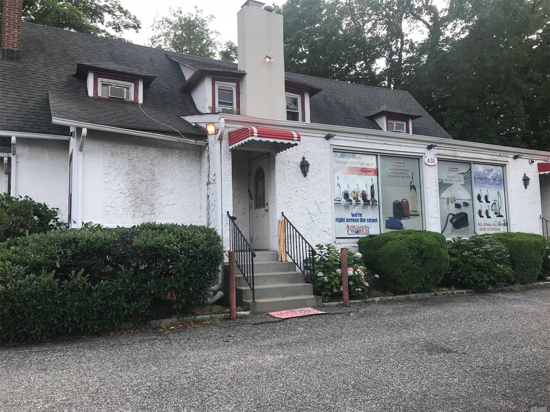 Short Term Lease, Great For Pop Up Store! Prime Village Location With Private Parking Lot. Very Spacious, Open Layout, Great For Seasonal Retail Or Office Space. Available Immediately. Landlord Will Only Consider A Maximum Of 1 Year Lease At This Time.