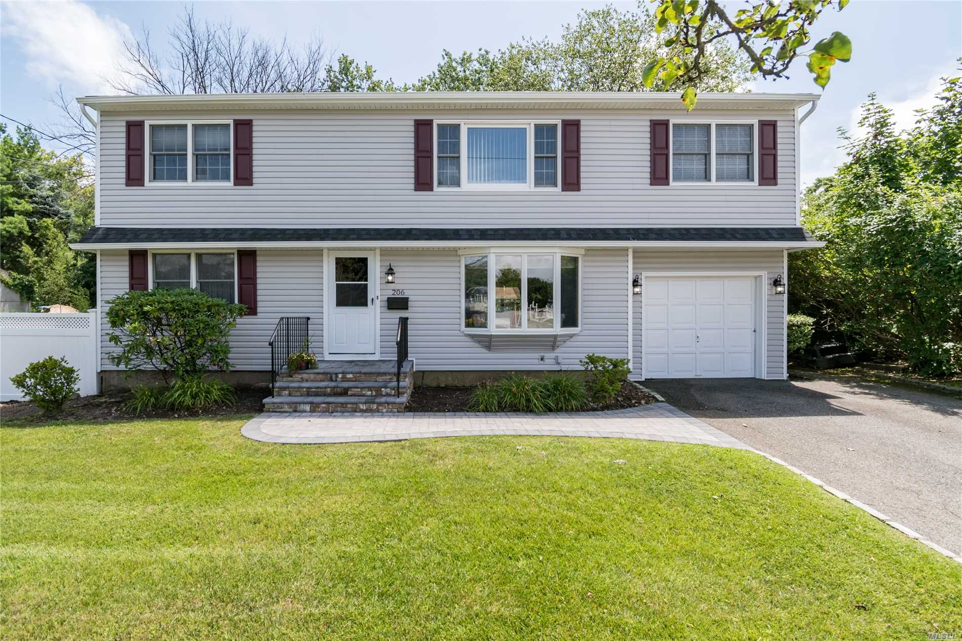 Possible Mother/Daughter On Oversized, Park-Like Lot On Dead End Street In S. Farmingdale. Close To Woodward/Howitt/Fhs, Allen Park, The Preserve, Parkways. Walk To Parks, Shopping. 9 Rooms, 4/5 Br, 2 Full Ba, 2 Full Eik, 2 Full Lr, Full Basement, 1/2 Finished, 2 Car Driveway, 1 Car Att Gar. 3-Zone Gas Heat, Separate New Hw Heater, Baseboard Hw Heat, Cac, Laundry And Furnace Room, Andersen Windows, Hardwood Floor, Master Br With Huge Walk In Closet. Brand New Vinyl Siding & Stonework.