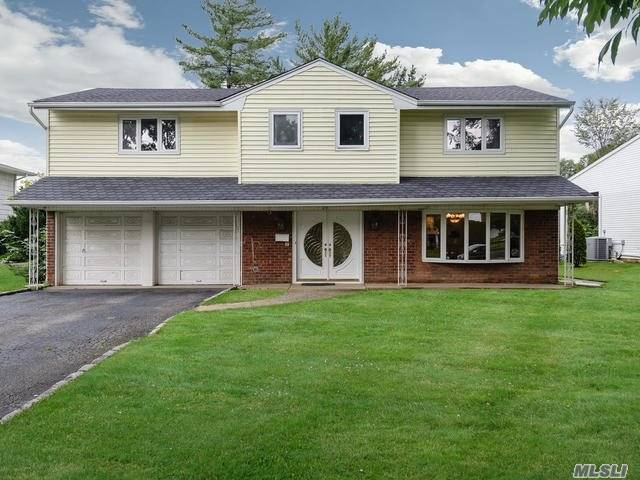 New To The Market, Bright And Airy 4 Bedroom 2.5 Bth Splanch In The Heart Of Manhasset Hills. Home Features Granite Entry, Hardwood Floors Throughout And Updated Gourmet Kitchen. Conveniently Located To Shopping, Transportation And Hospitals. Herricks School District.