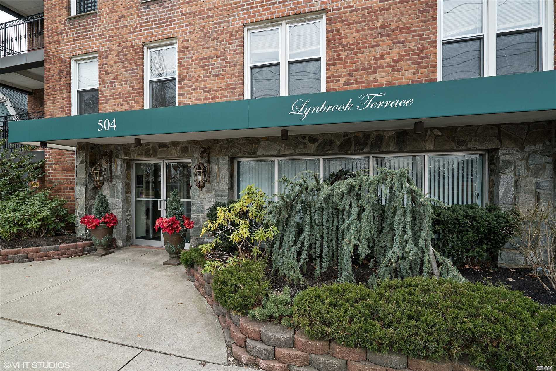 Lynbrook Studio Co Op. Entrance Foyer W/Closets, Living /Dining Area Includes Murphy Bed. Newer Kitchen, Full Bath. ,  Beautiful Lobby, Laundry On Premises, Backyard Patio. Allocated Outdoor Parking Spot. Close To Lirr, Buses, Highways And Shopping.