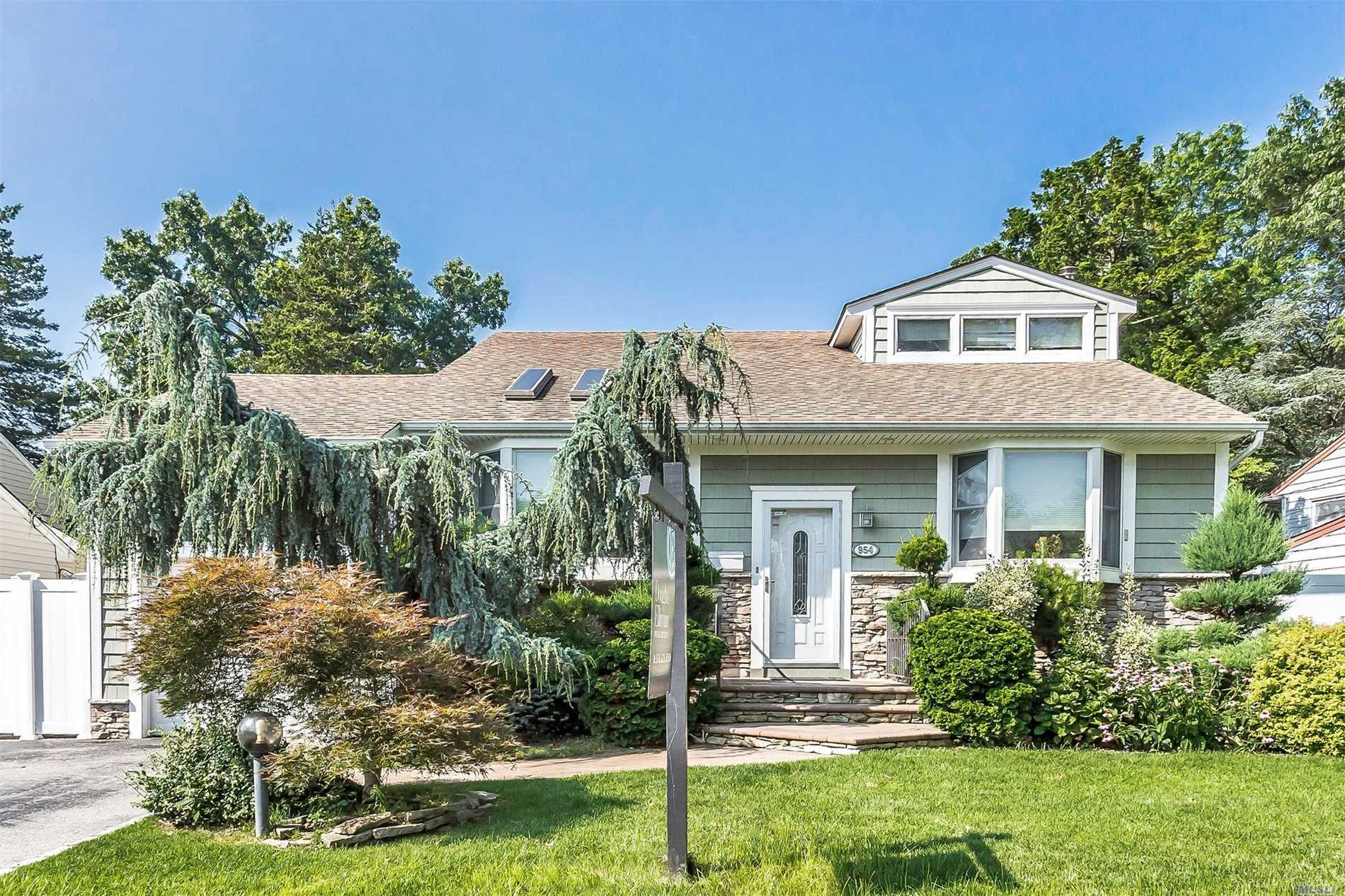 Mint Move-In Condition Updated 5 Level, 5 Bdrm 3 Full Bath Open Floor Plan, Front To Back Split! Great Curb Appeal, Beautifully Landscaped! Vaulted Living Rm, Fdr, Eik, Hardwood Floors, Cac, Igs, Ig Pool, Master Suite With Plenty Of Closets! Won't Last!!